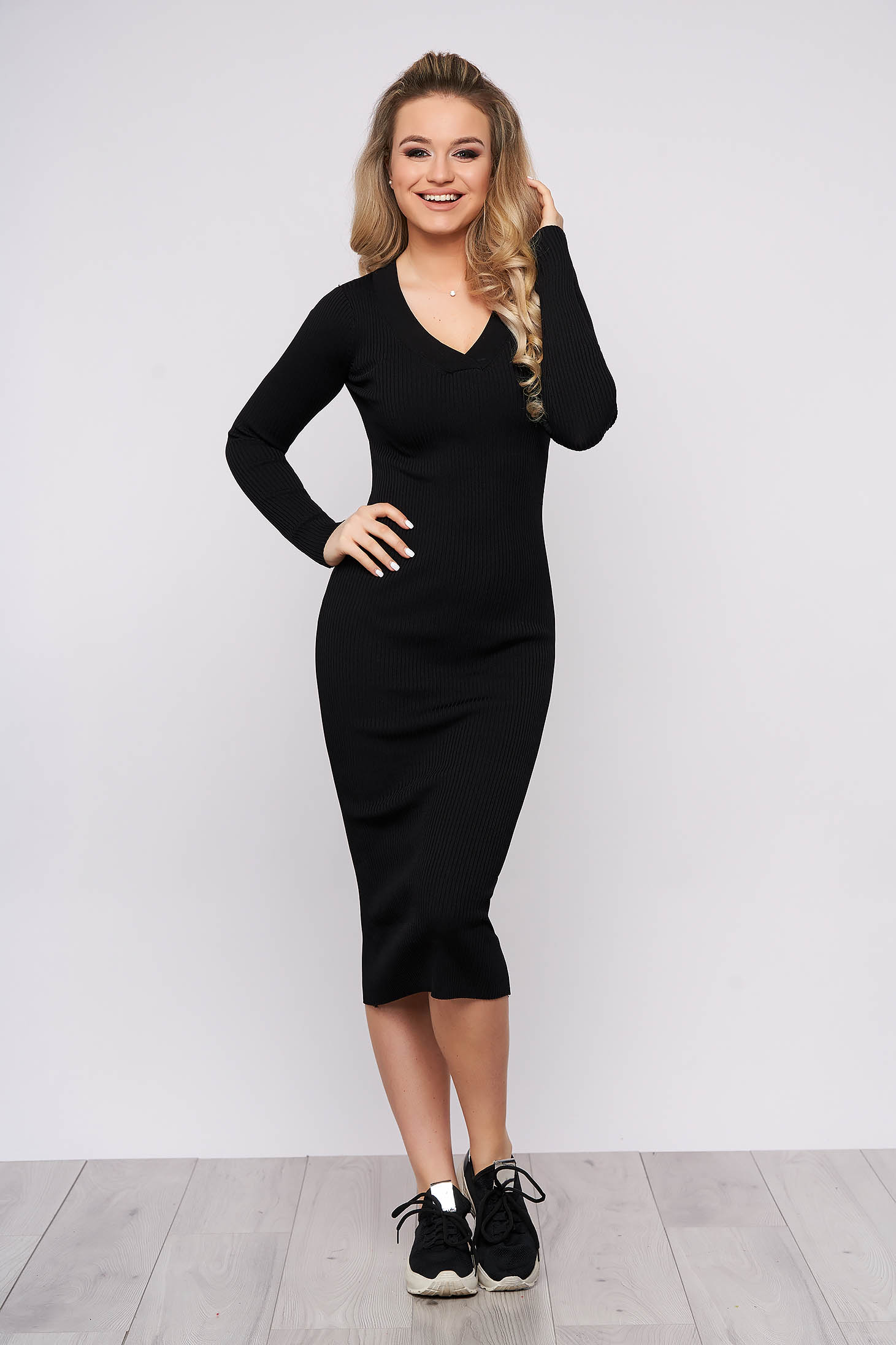 Black dress casual daily knitted fabric long sleeved arched cut with v-neckline
