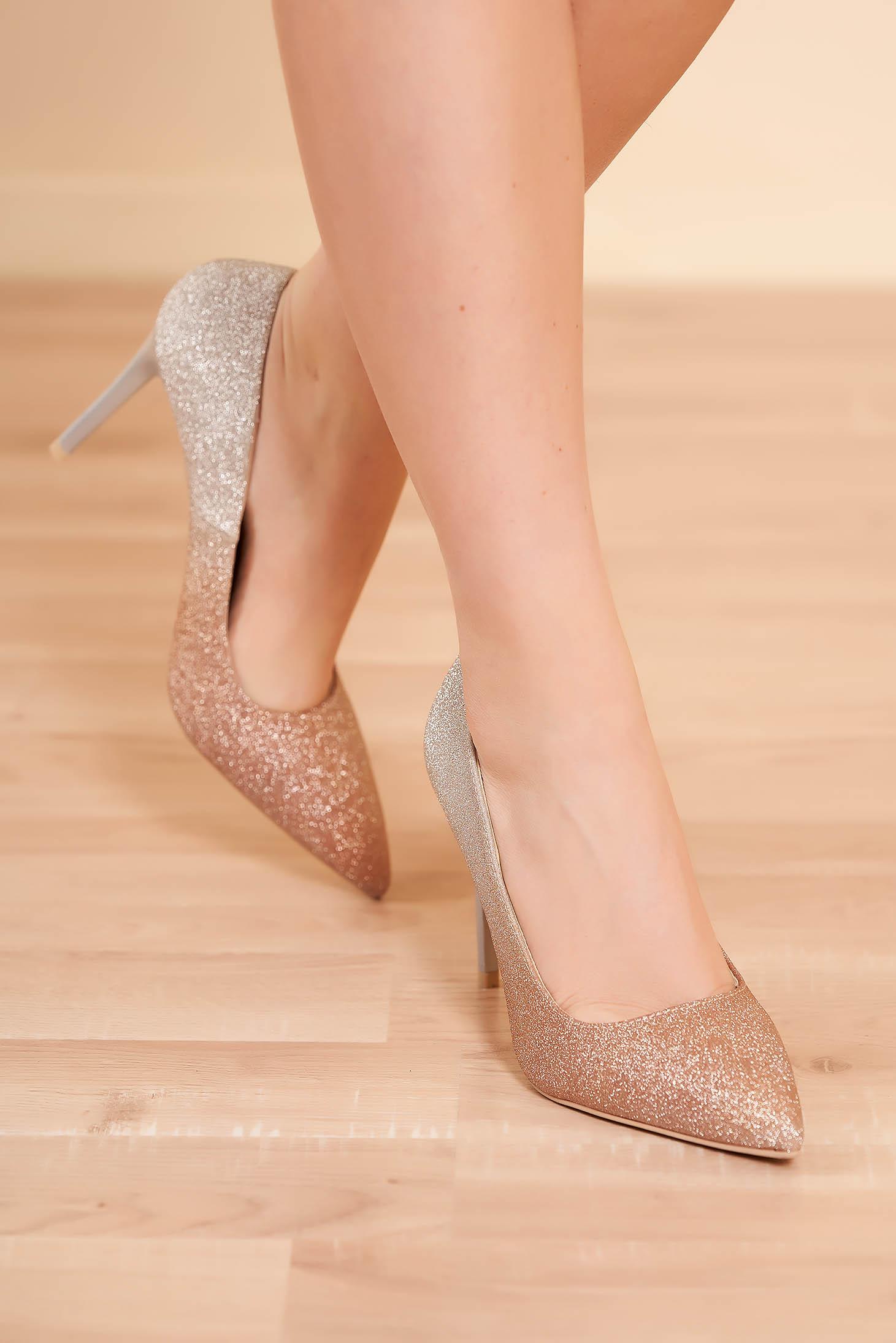 Pantofi aurii eleganti de party cu toc inalt cu varful usor ascutit si aplicatii cu sclipici