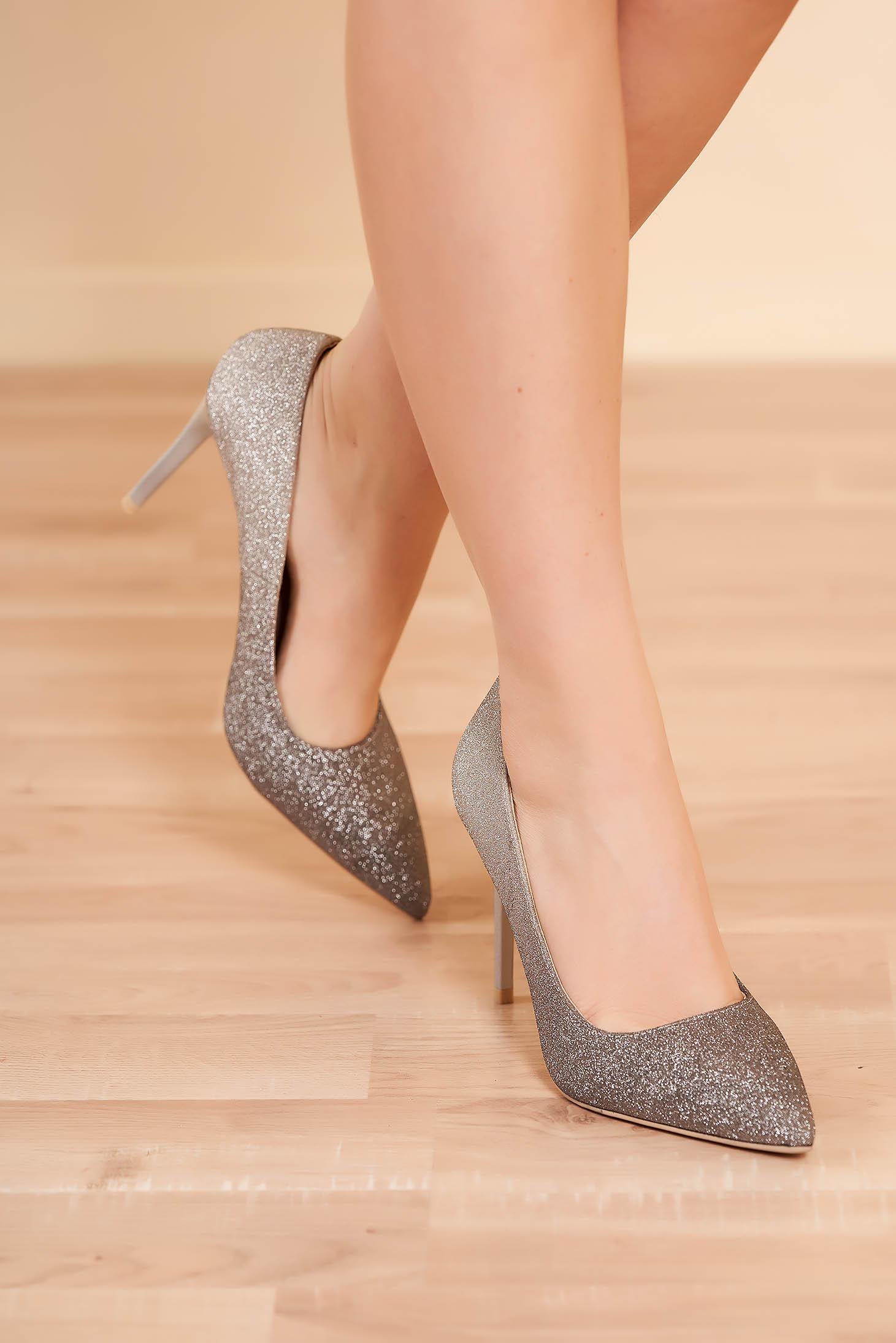 Shoes silver elegant clubbing with high heels slightly pointed toe tip with glitter details
