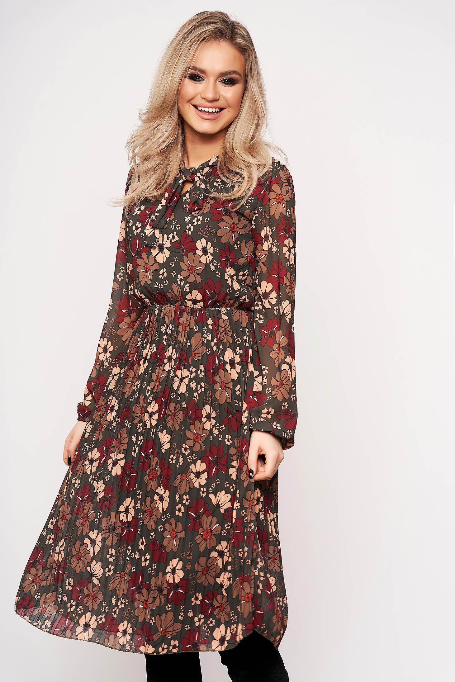 Rochie SunShine khaki de zi cu imprimeuri florale care se leaga cu fundita la gat si are elastic in talie