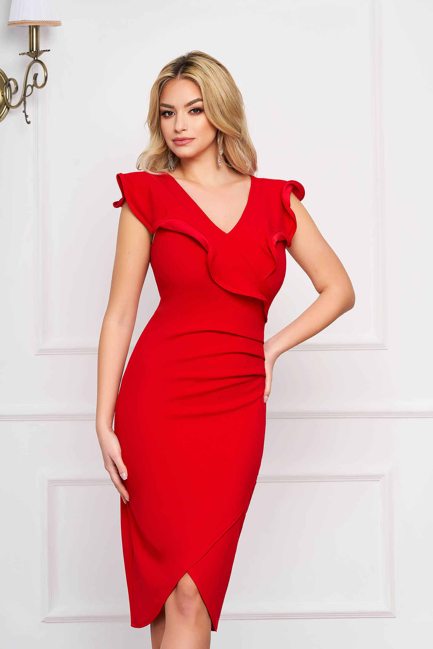 StarShinerS red dress elegant with tented cut with a cleavage sleeveless frilly trim around cleavage line