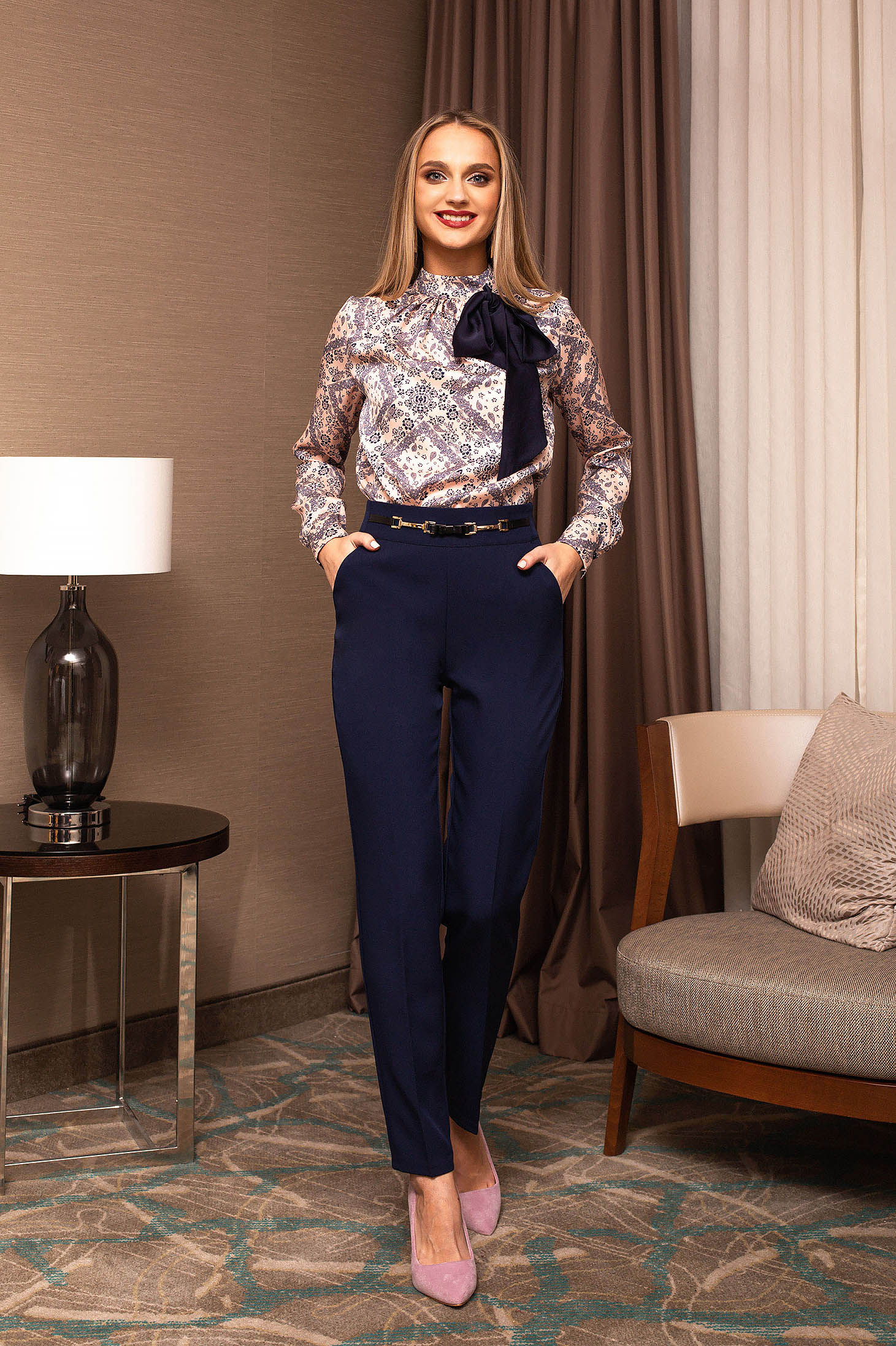 Darkblue trousers office with metalic accessory cloth straight
