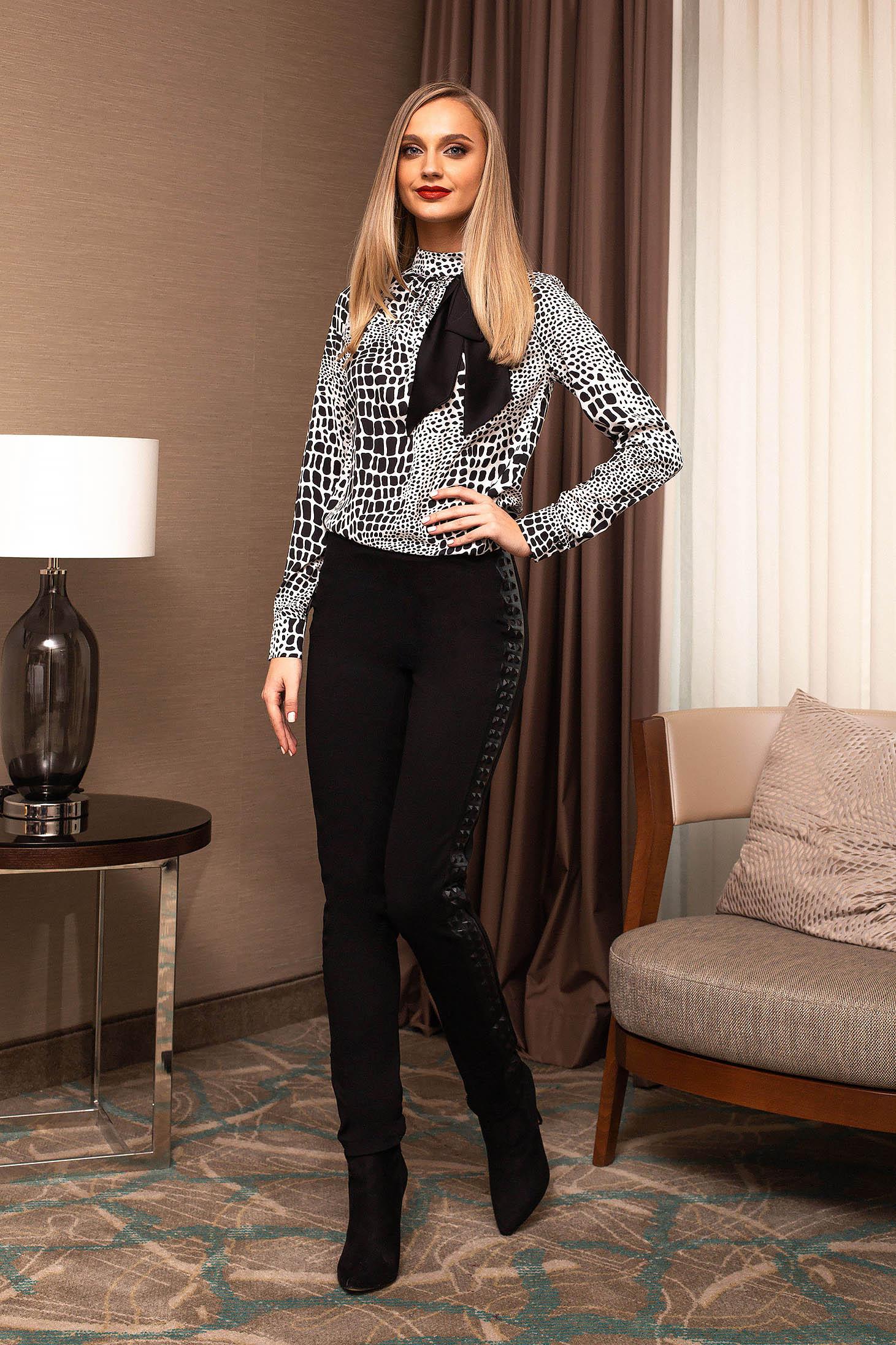 Bluza dama PrettyGirl neagra cu imprimeuri grafice casual-eleganta cu fundita