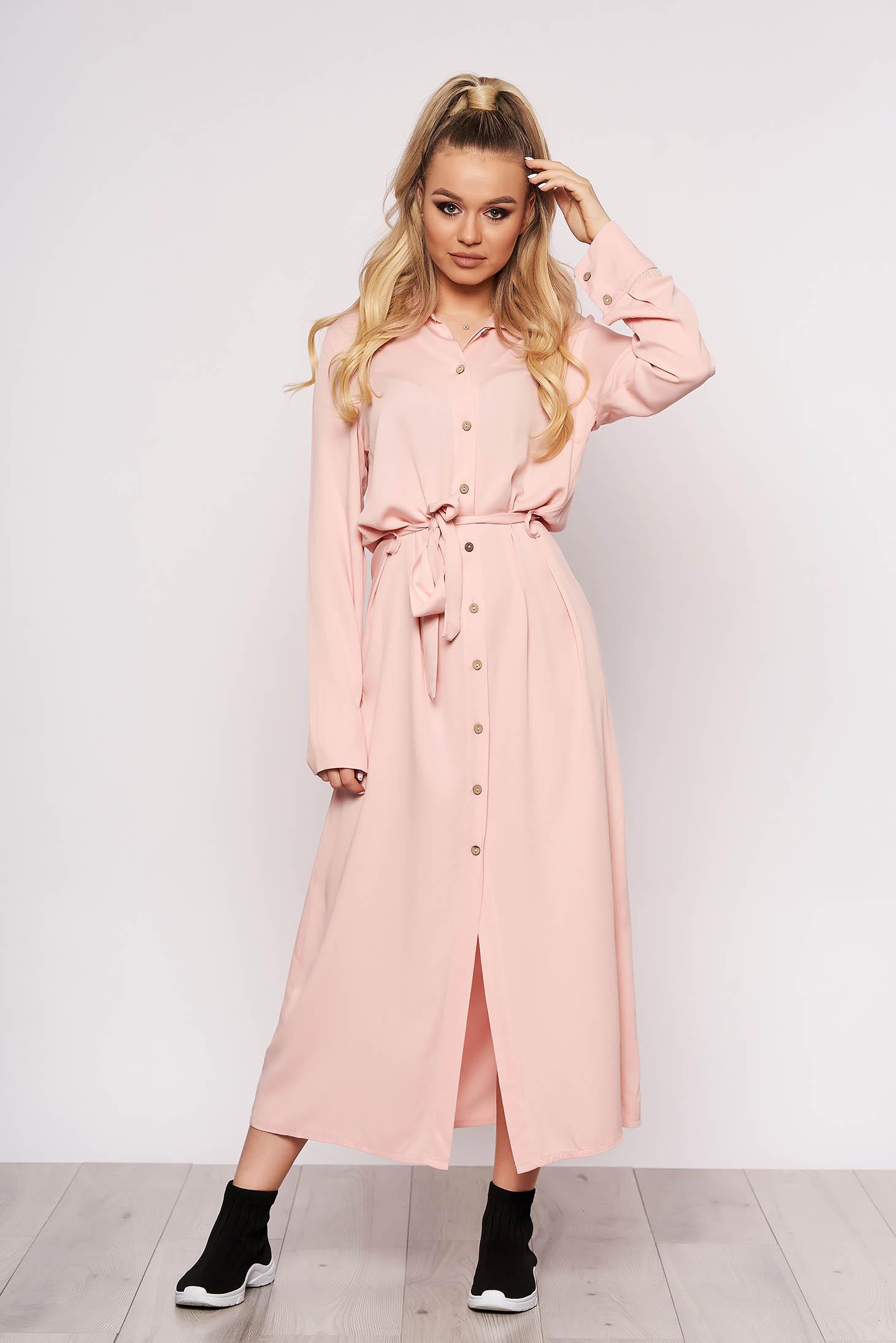 Rochie SunShine roz prafuit casual lunga cu un croi drept cu maneci lungi si inchidere cu nasturi