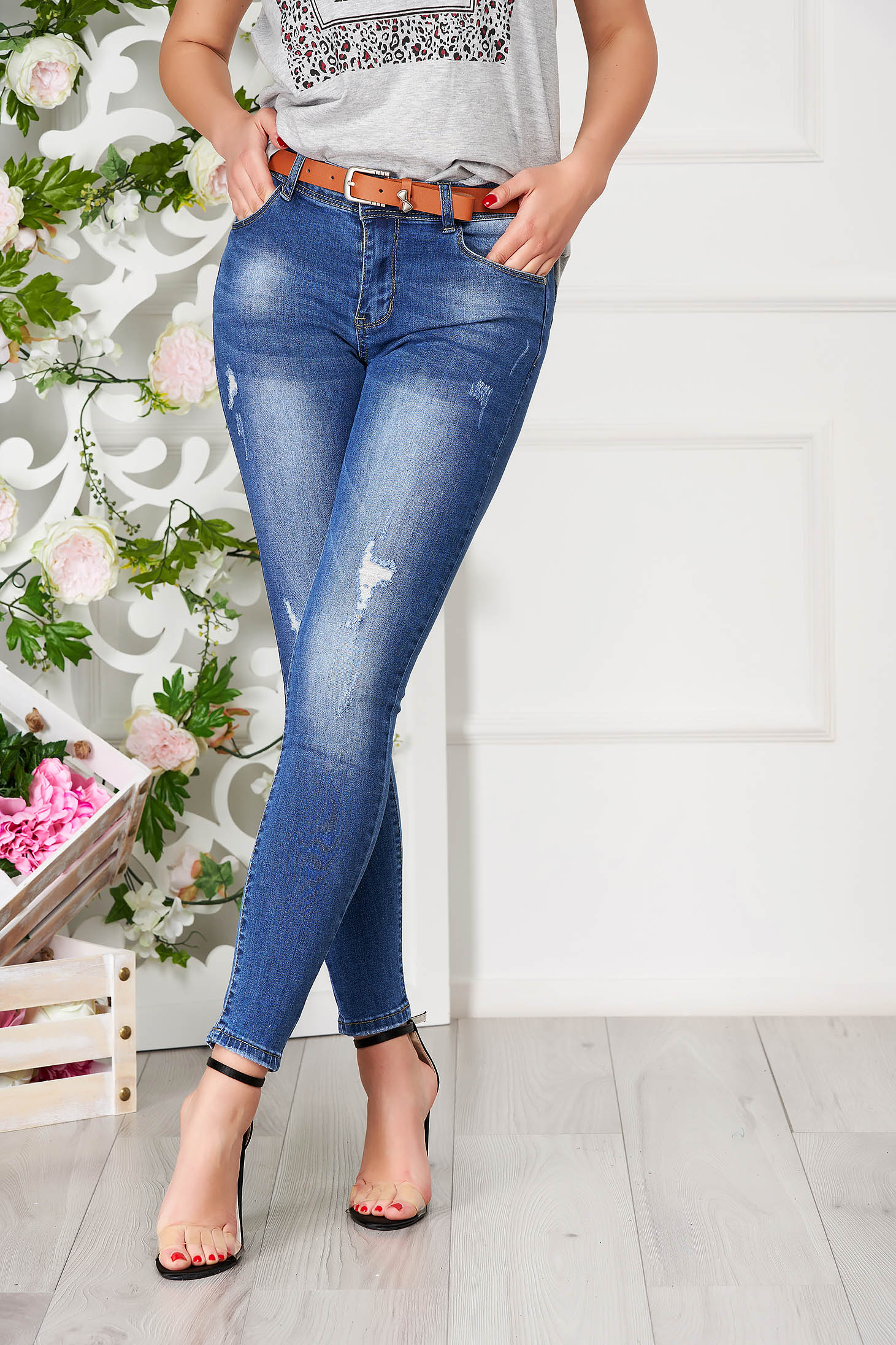 Blue jeans casual high waisted accessorized with belt small rupture of material