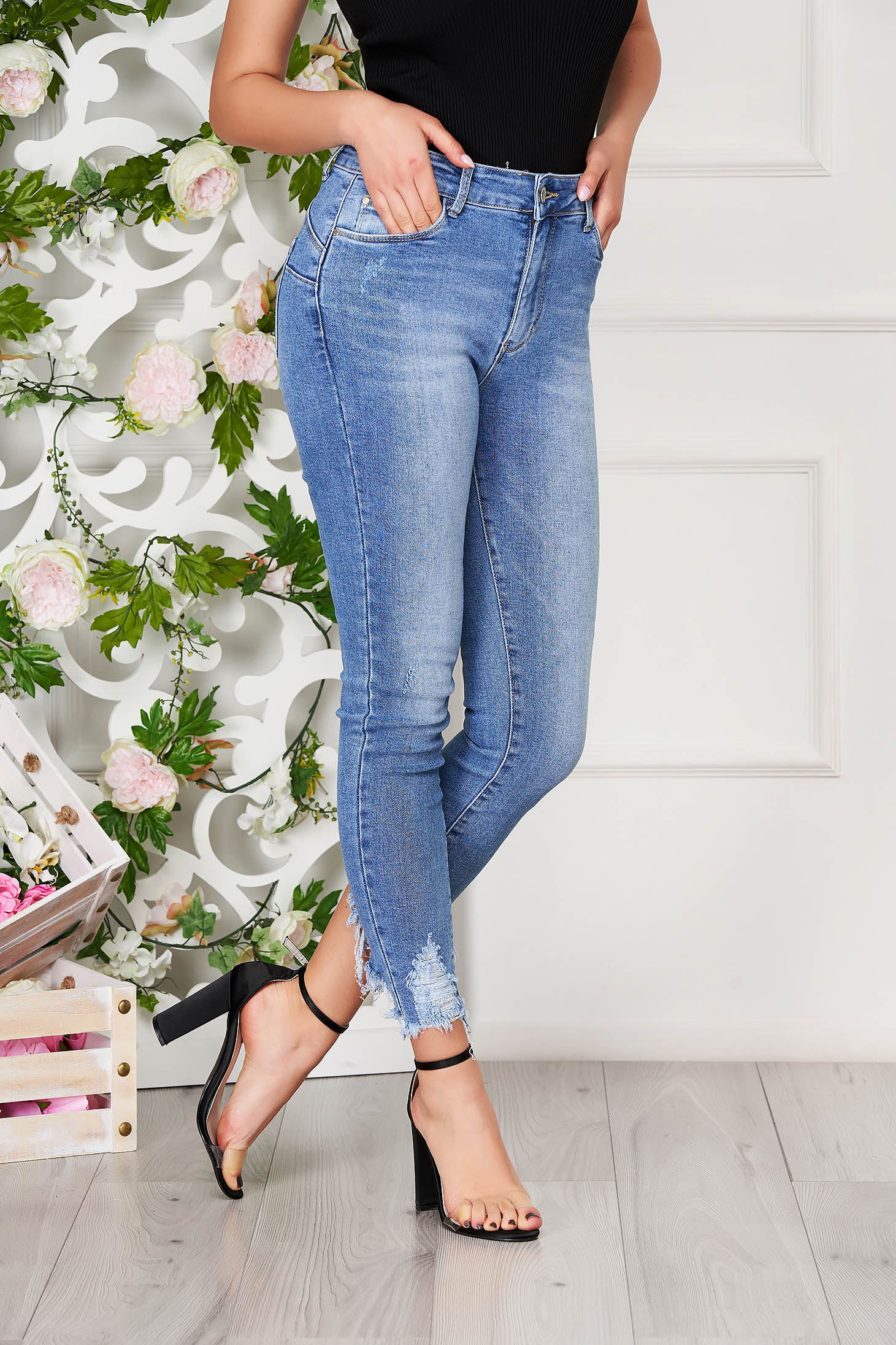 Blue jeans casual with ruptures denim with pockets medium waist stretch
