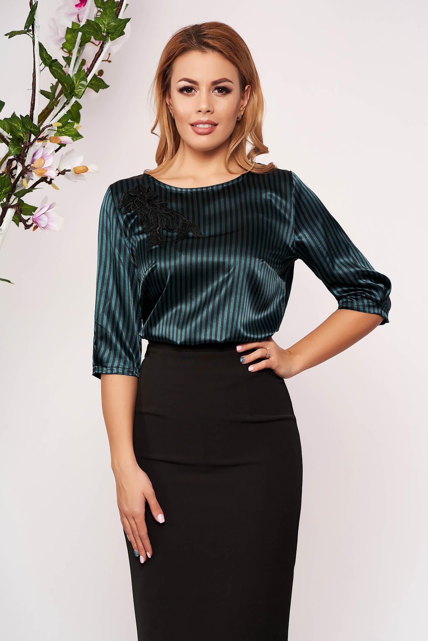 Bluza dama StarShinerS verde scurta eleganta din satin cu croi larg si dungi cu broderie florala
