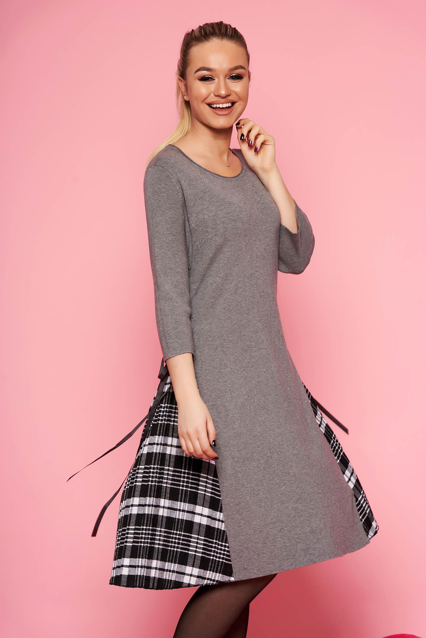 Rochie SunShine gri casual midi de zi din material tricotat in clos fara captuseala cu maneci trei-sferturi