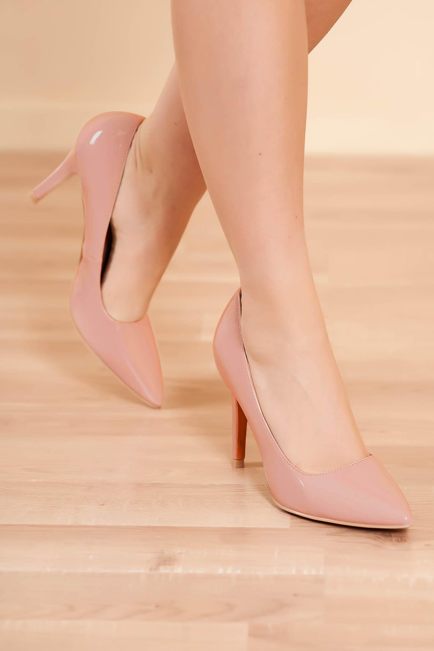 Púder rózsaszínű elegáns magassarkú cipő lakkozott anyag műbőrből enyhén hegyes orral