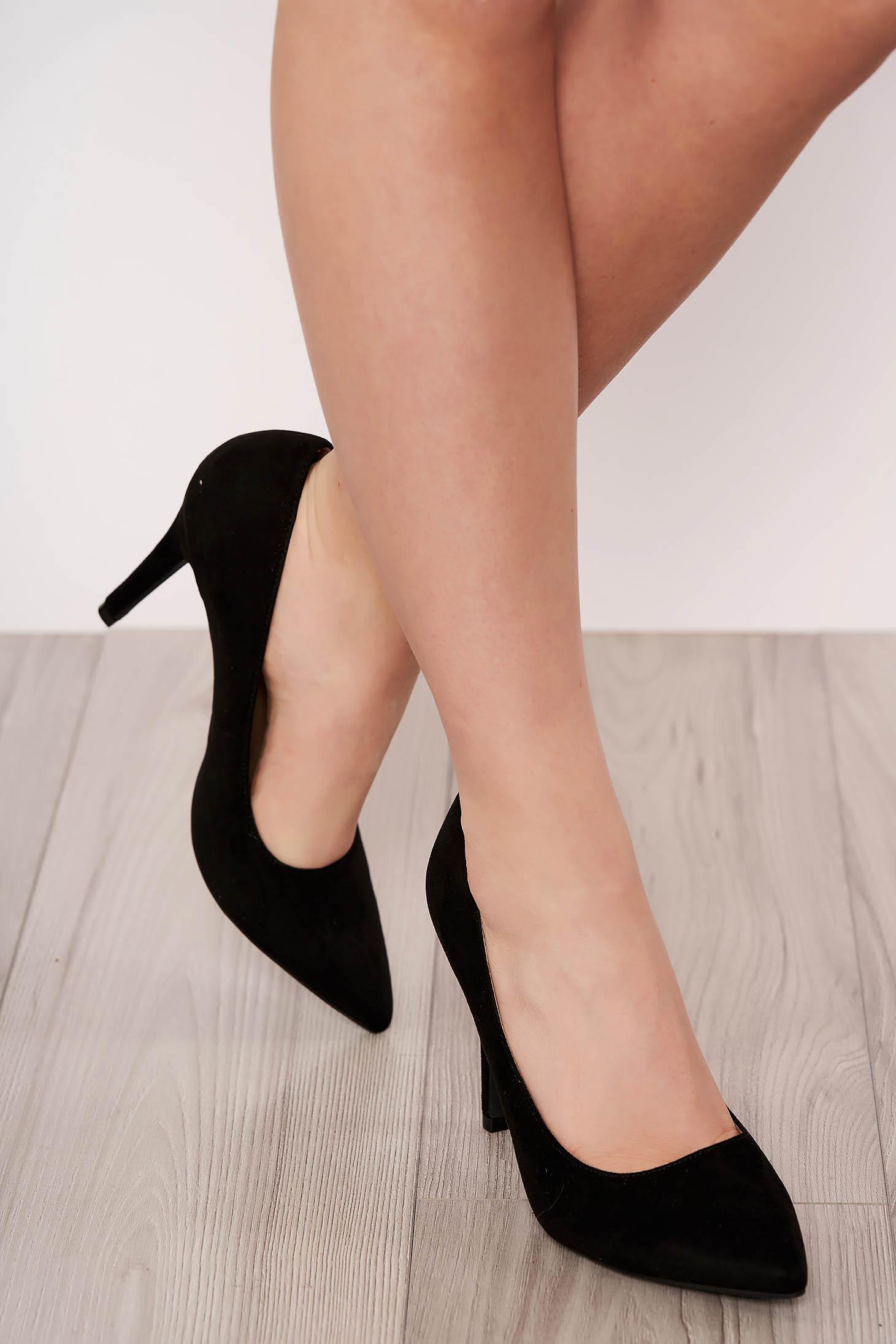 Pantofi negru elegant din velur cu varful usor ascutit si toc inalt