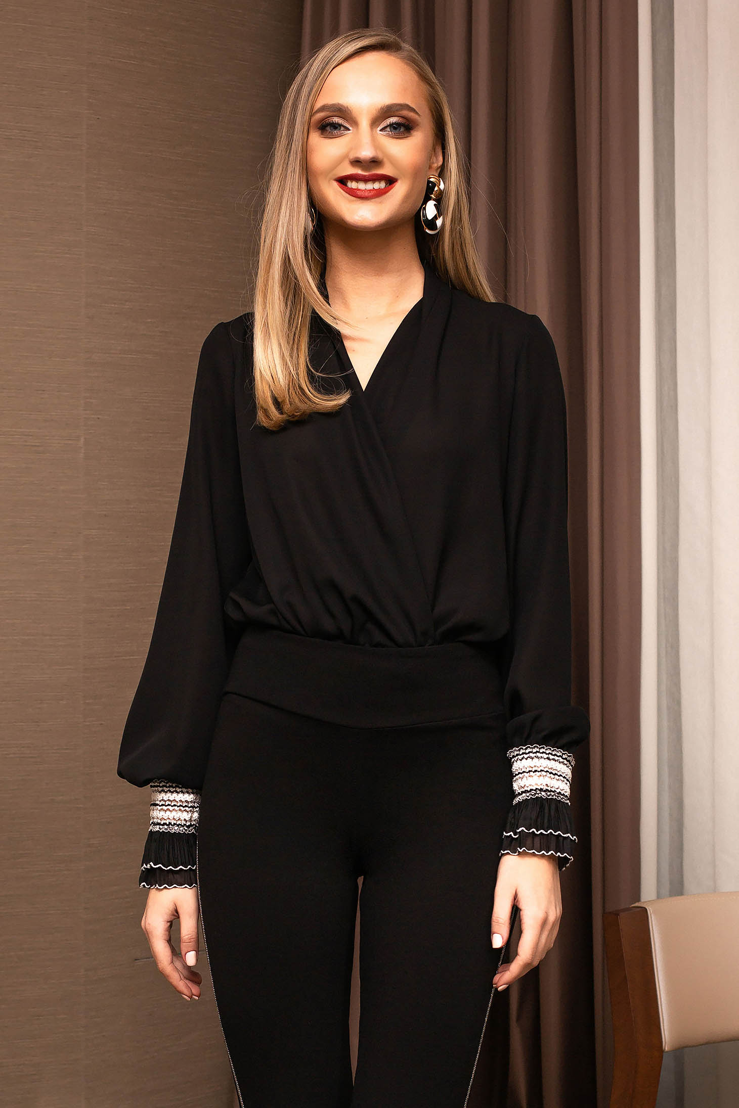 Black body elegant from veil with v-neckline with puffed sleeves