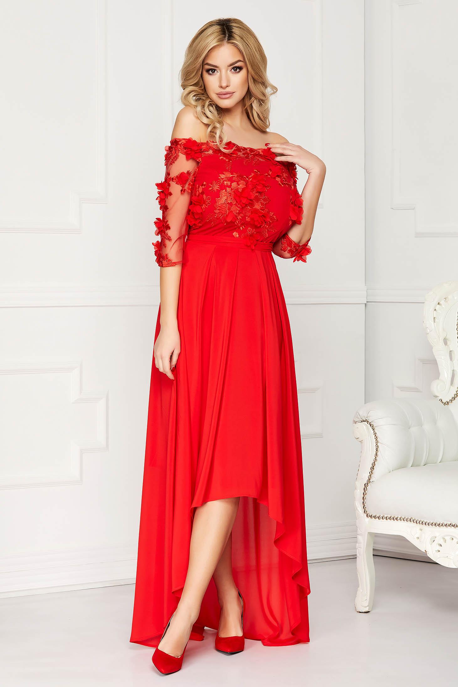 Piros StarShinerS alkalmi aszimetrikus harang ruha övvel ellátva csipkés anyagból