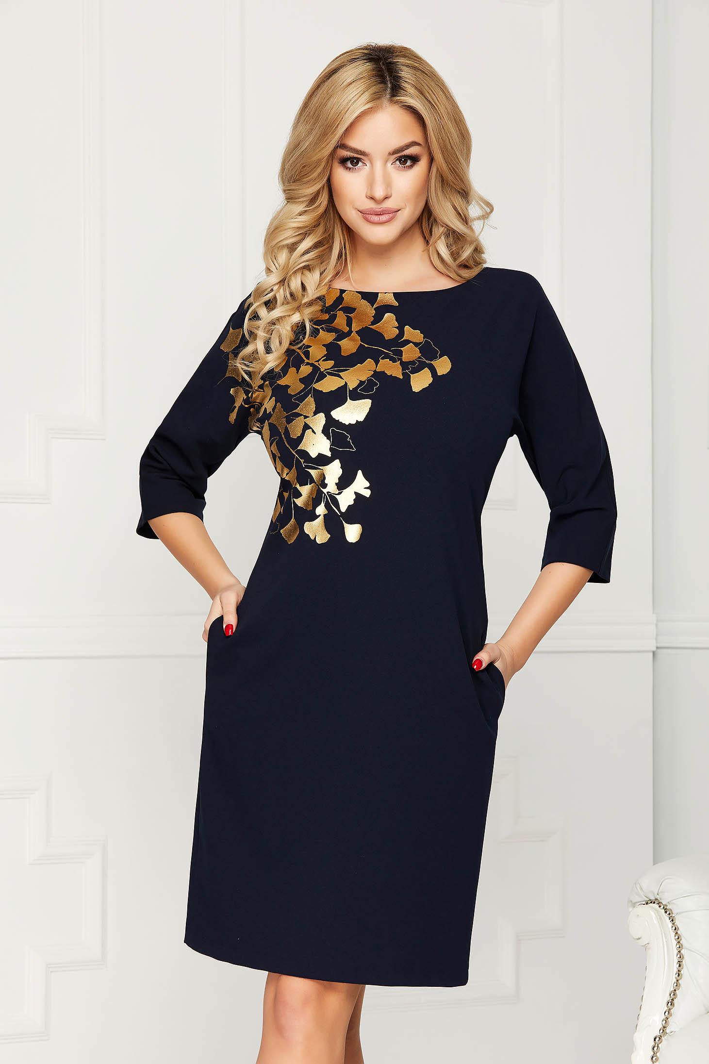 Rochie albastru-inchis eleganta midi din stofa cu un croi drept cu buzunare si imprimeuri florale aurii