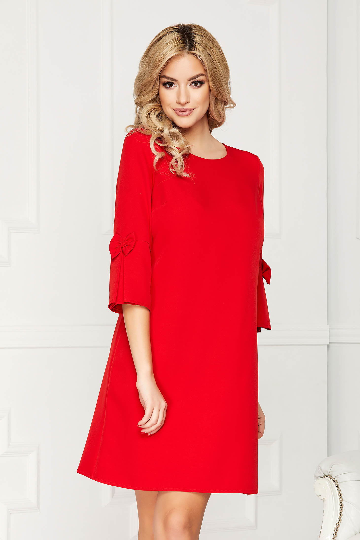 Red elegant dress straight short cut cloth with 3/4 sleeves