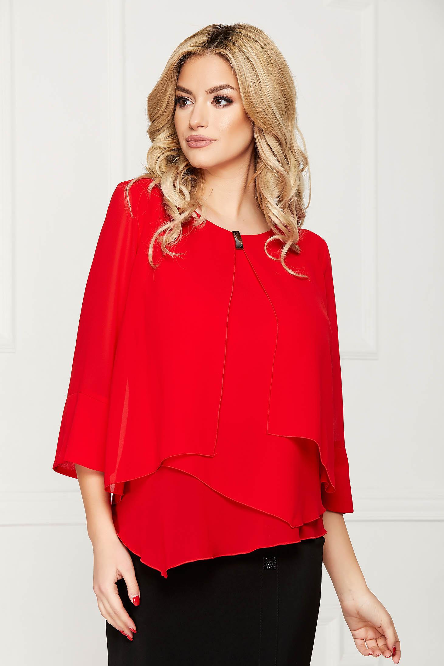 Bluza dama rosie office scurta din voal cu croi larg asimetrica cu accesorii metalice
