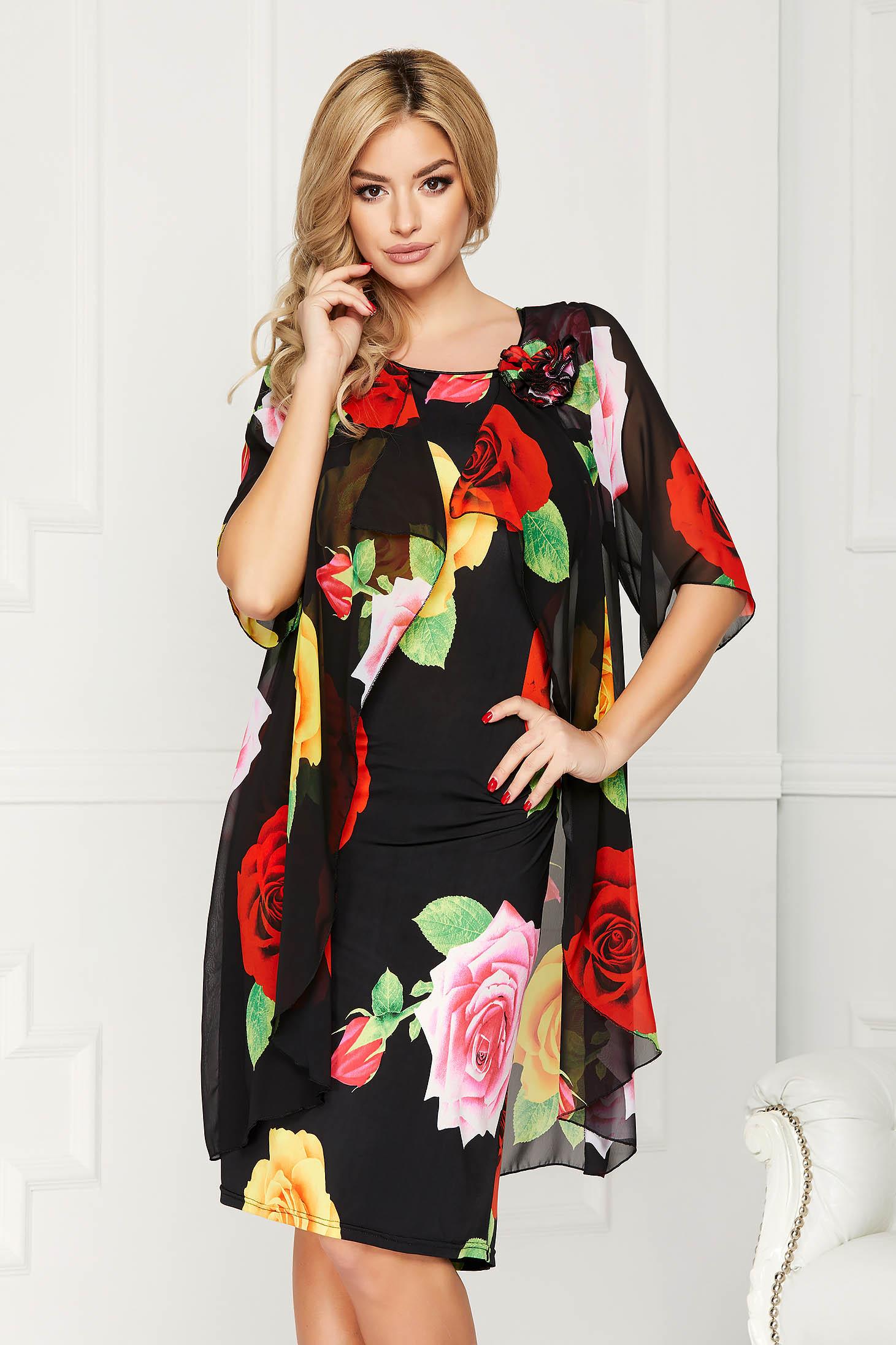 Fekete elegáns midi virágmintás egyenes ruha muszlinból virág alakú brossal