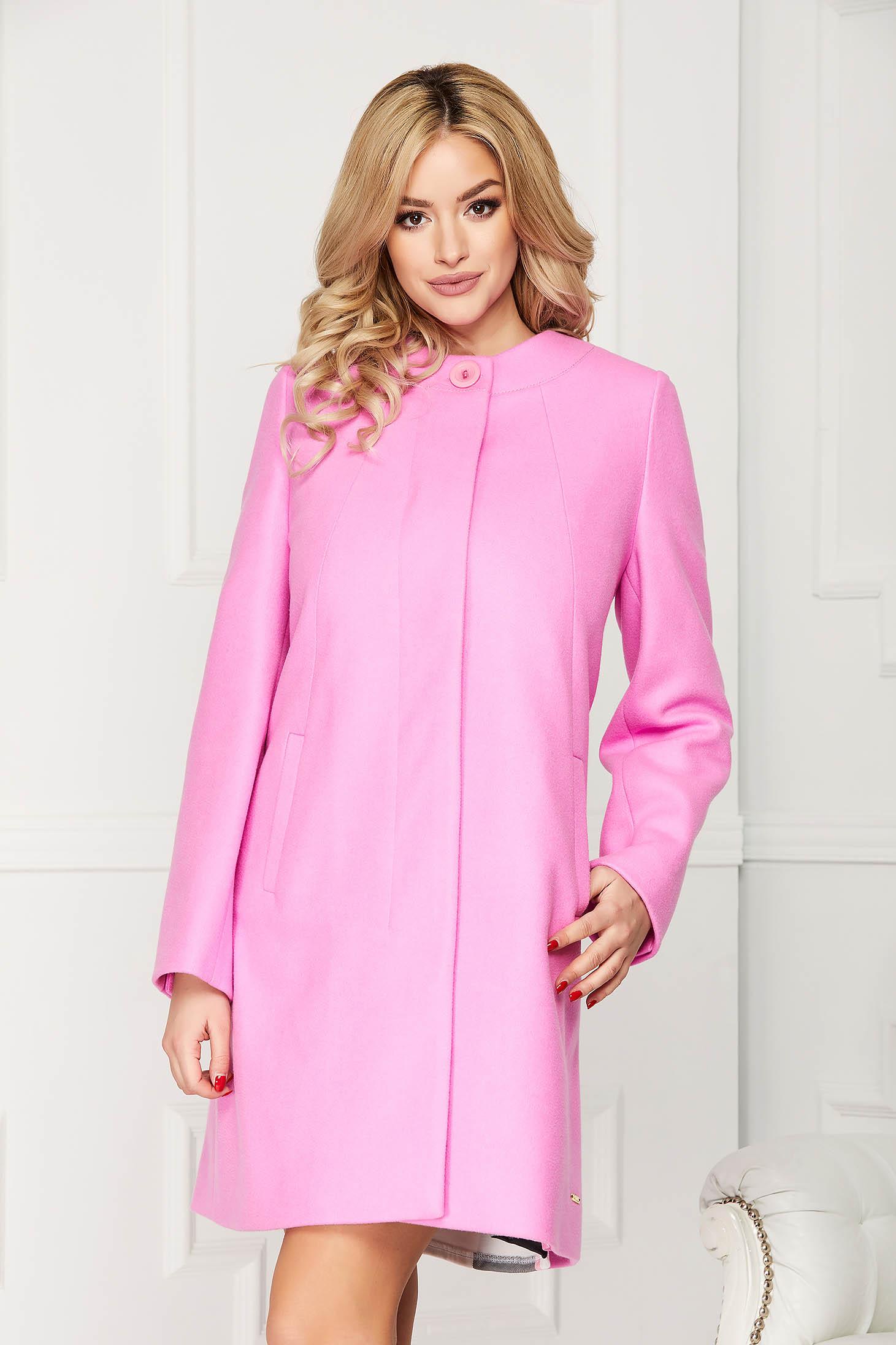 Trench roz elegant scurt din lana cu un croi drept si buzunare