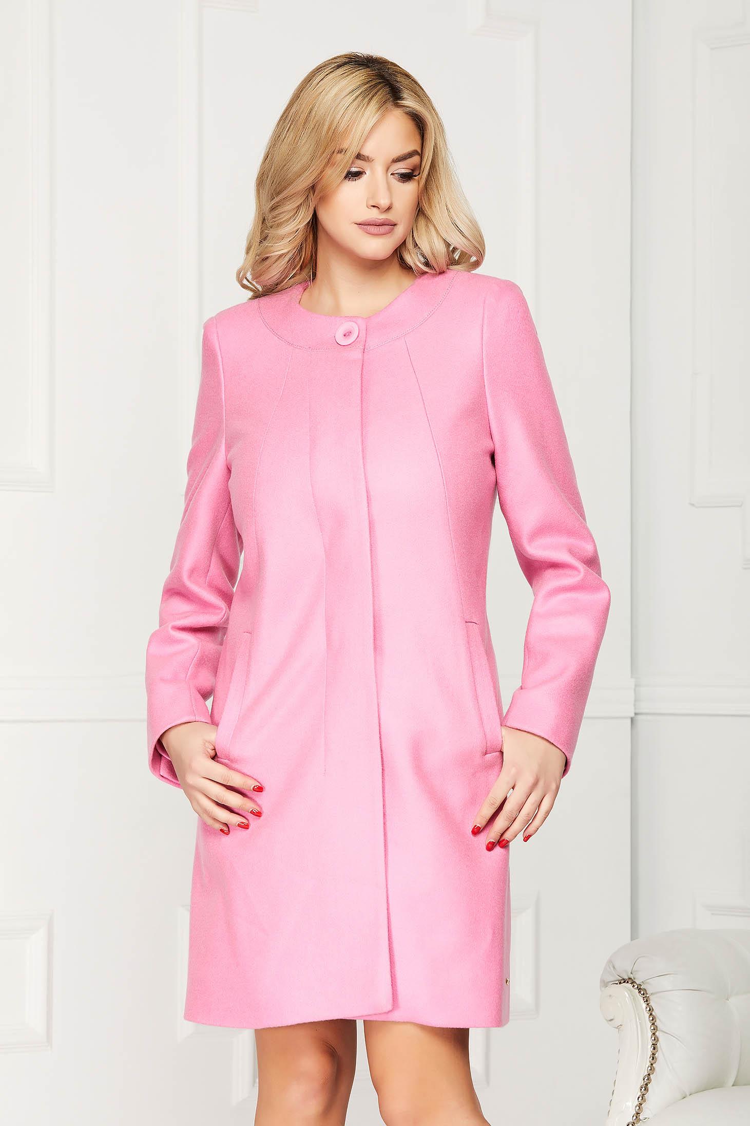 Trench roz deschis elegant scurt din lana cu un croi drept si buzunare