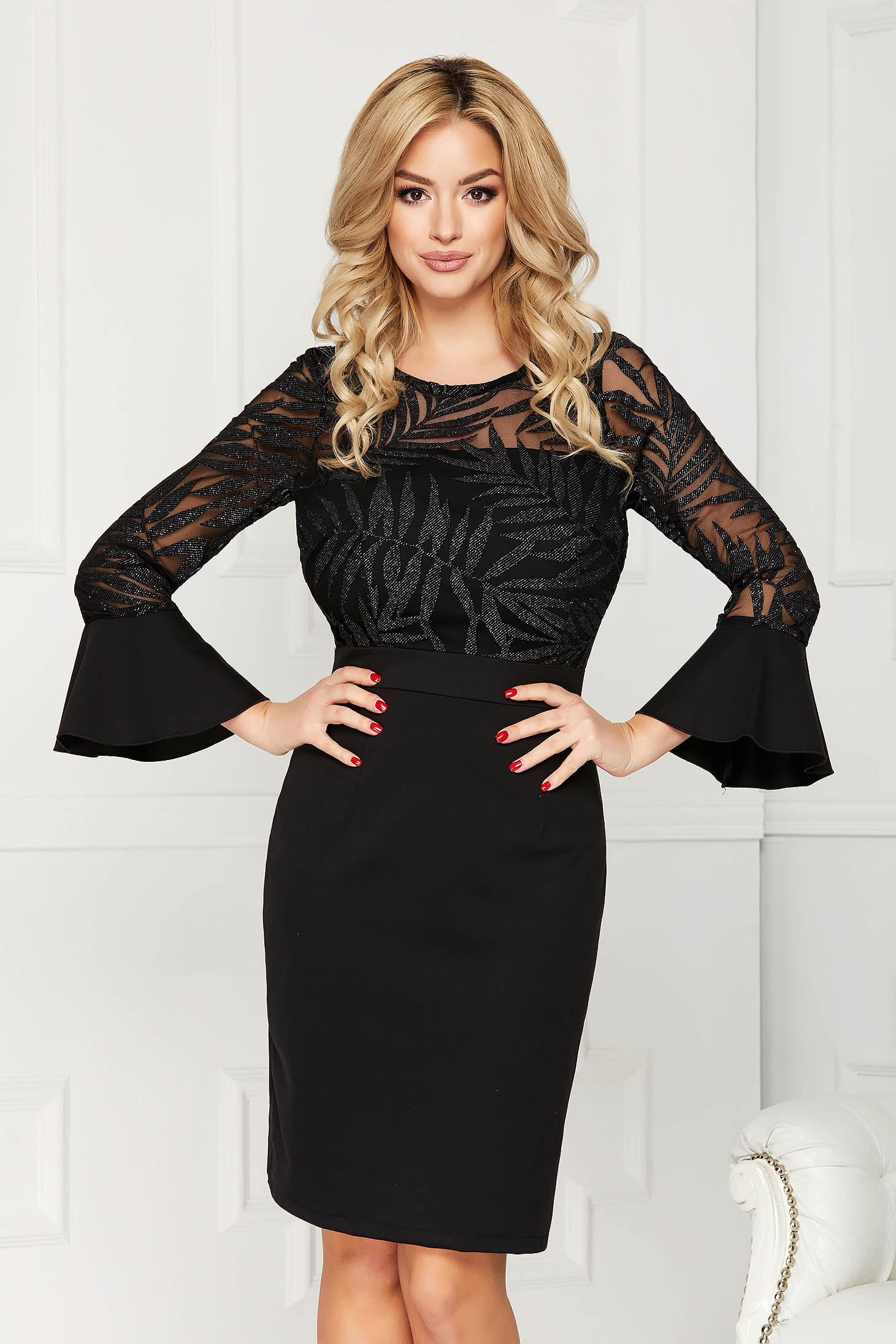Rochie neagra eleganta scurta de ocazie tip creion din stofa cu elastic in talie si aplicatii de dantela
