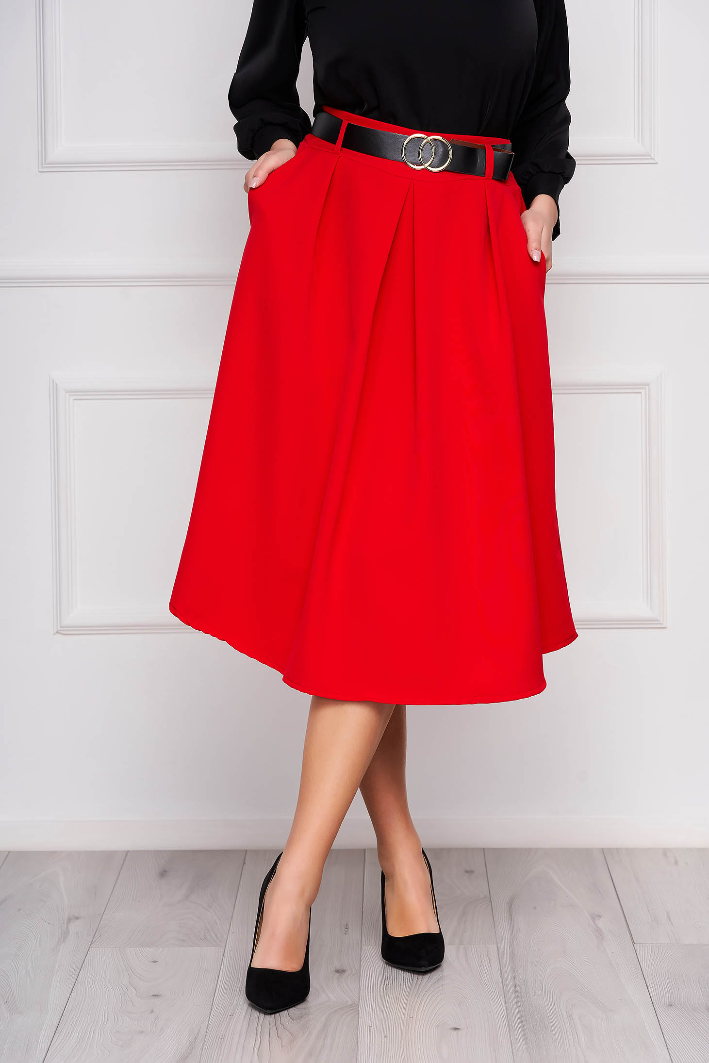 Red skirt cloche midi office accessorized with belt with pockets pleats of material