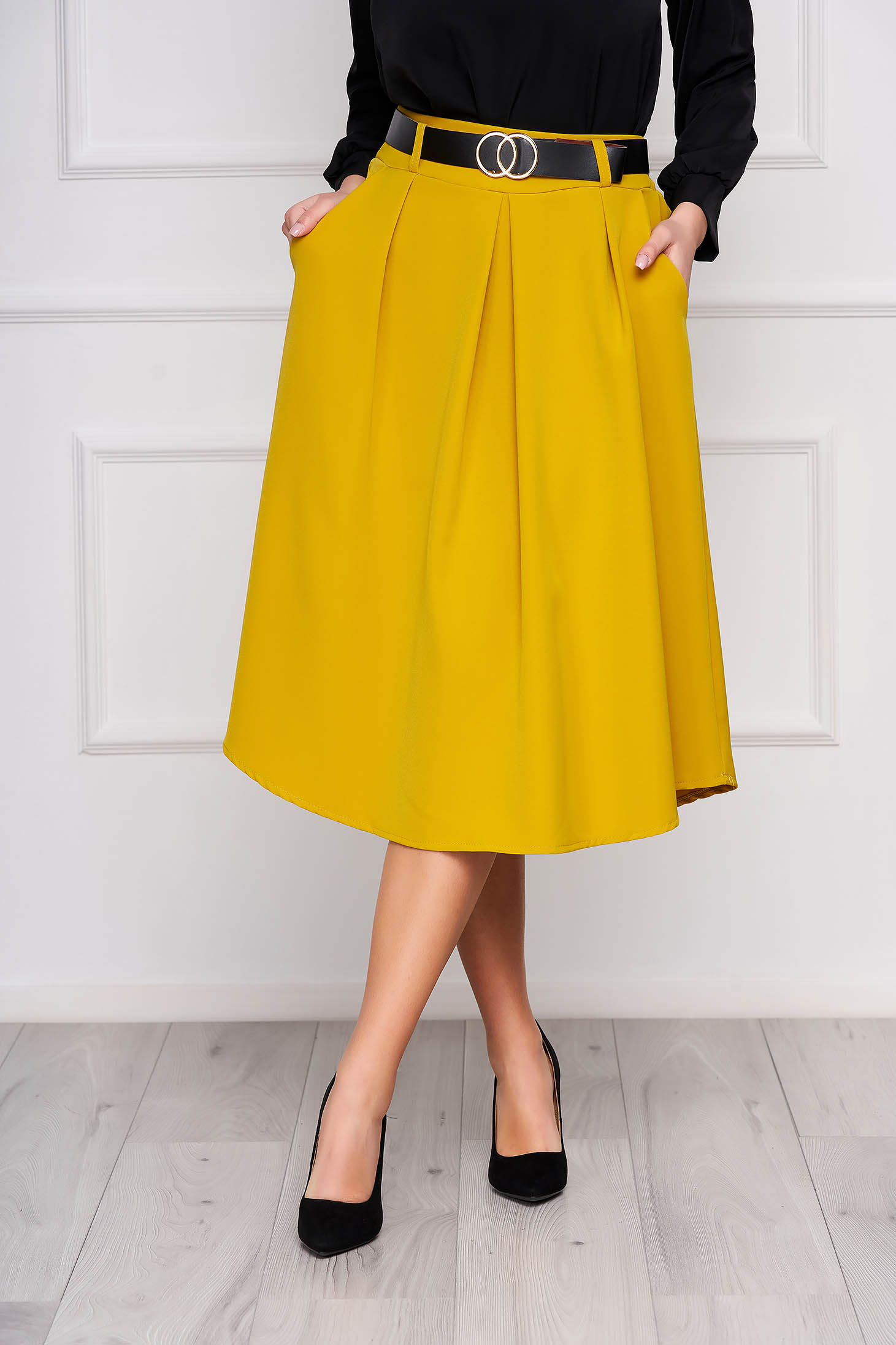 Mustard skirt cloche midi office accessorized with belt with pockets pleats of material