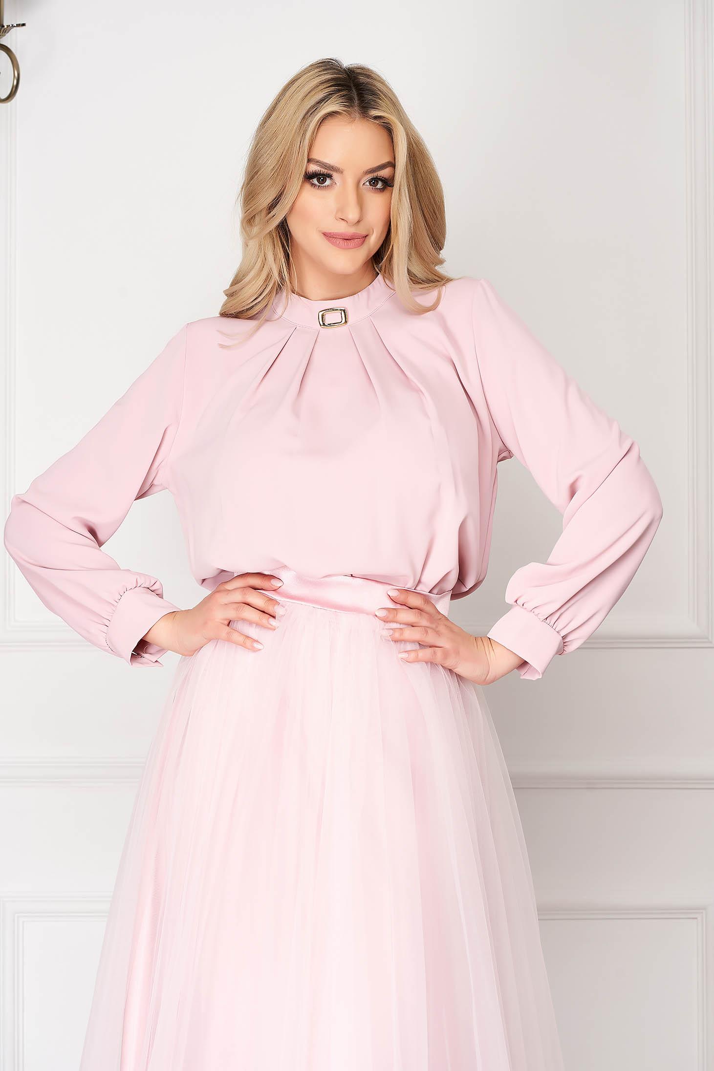 Bluza dama SunShine roz office cu croi larg scurta din voal cu accesoriu metalic
