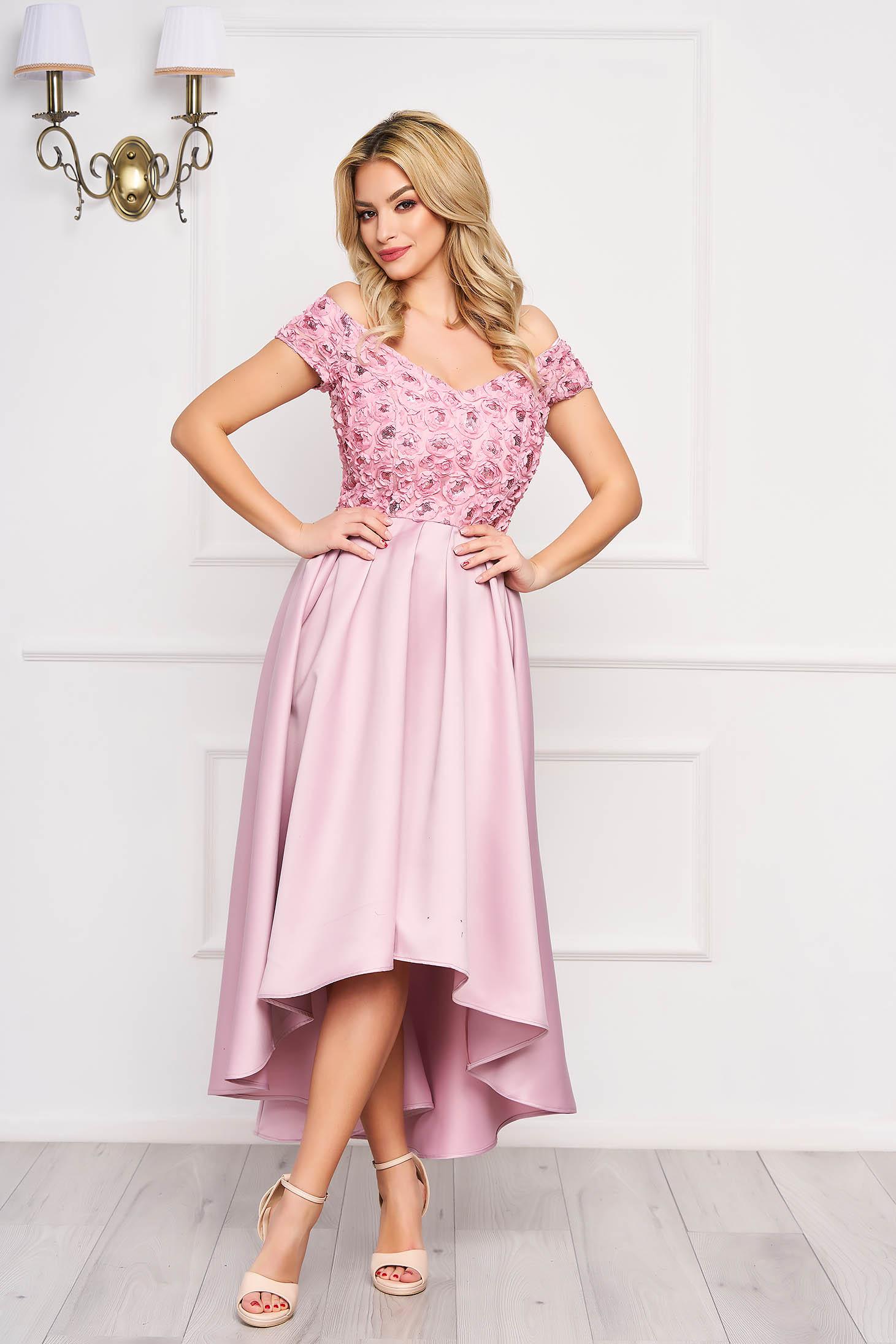 Rochie StarShinerS roz prafuit asimetrica de ocazie din satin cu umeri goi si aplicatii cu paiete