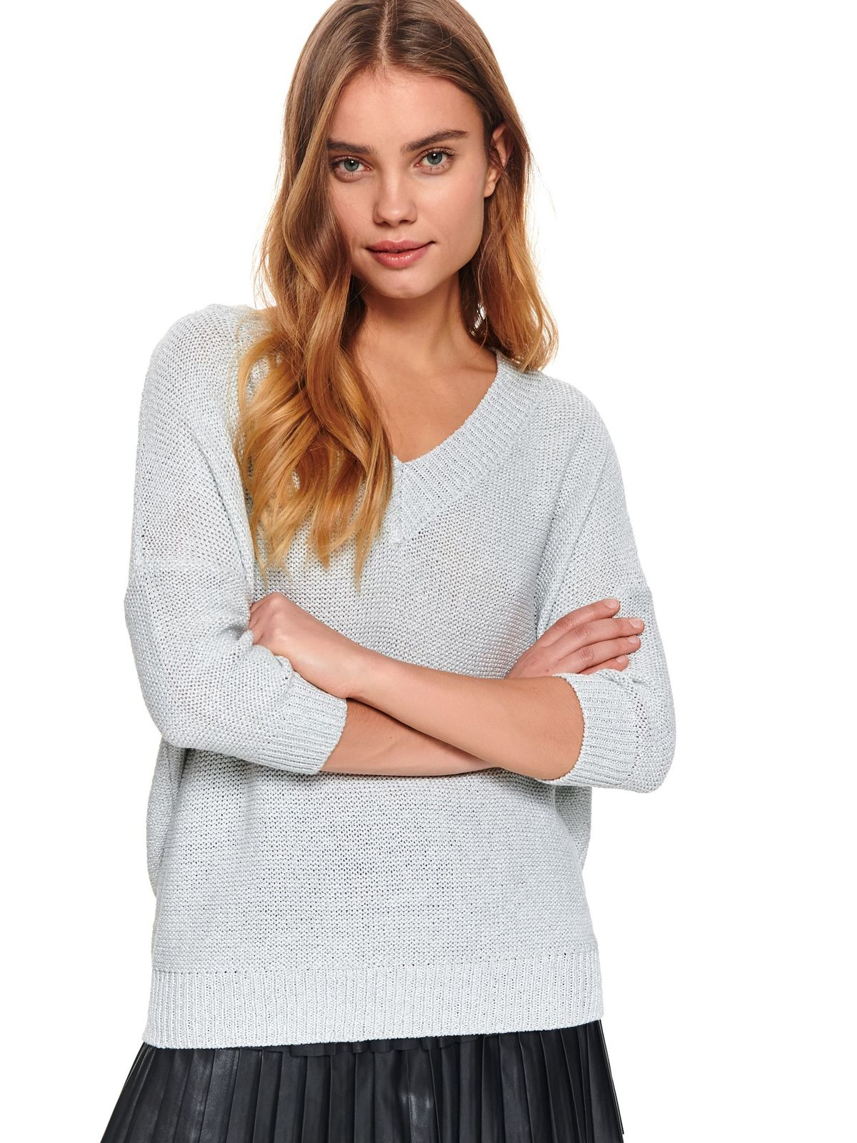 White sweater flared with v-neckline knitted