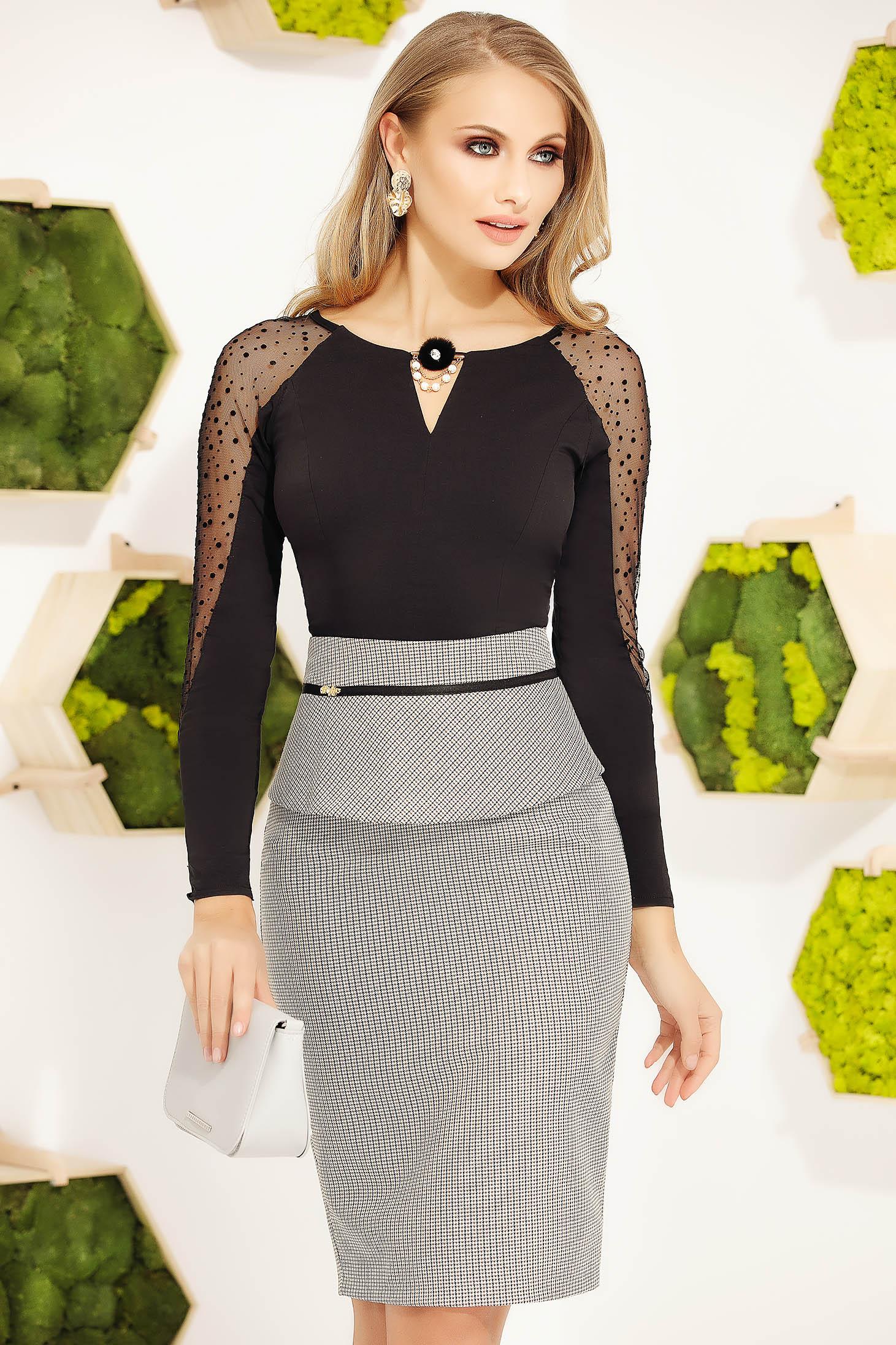 Camasa dama Fofy office neagra cu aplicatii cu pietre strass aplicate pe tul cu accesoriu in forma de floare cu perle