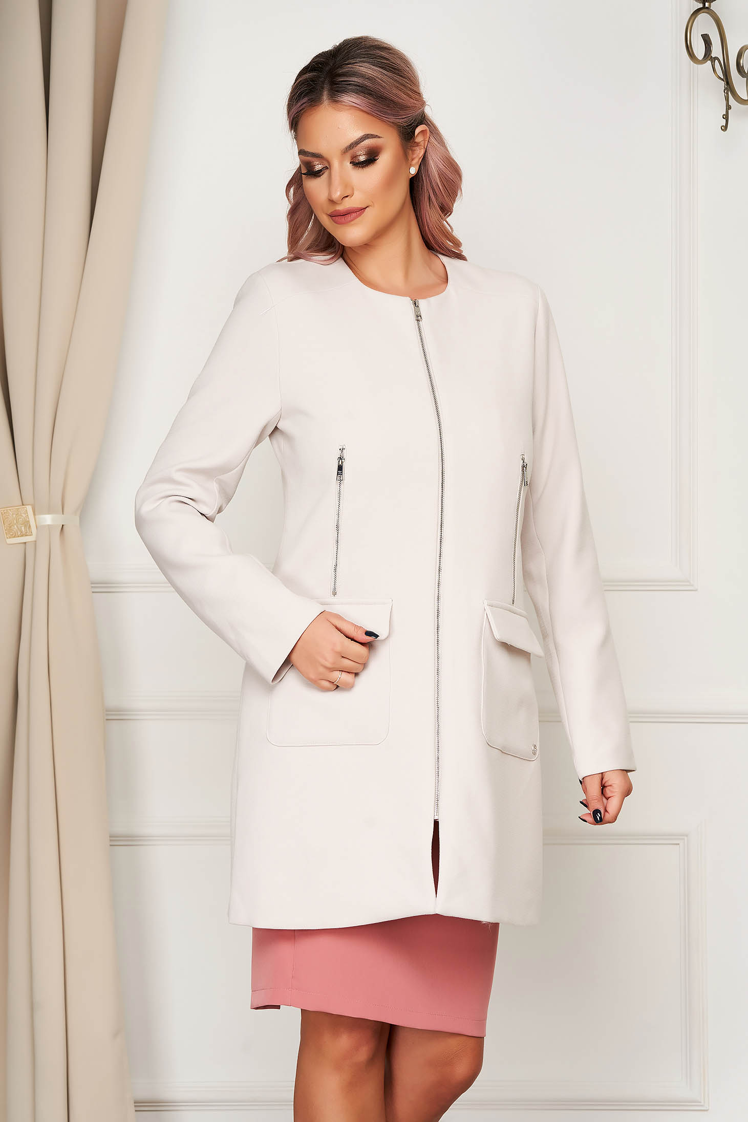 White coat casual with pockets zipper accessory