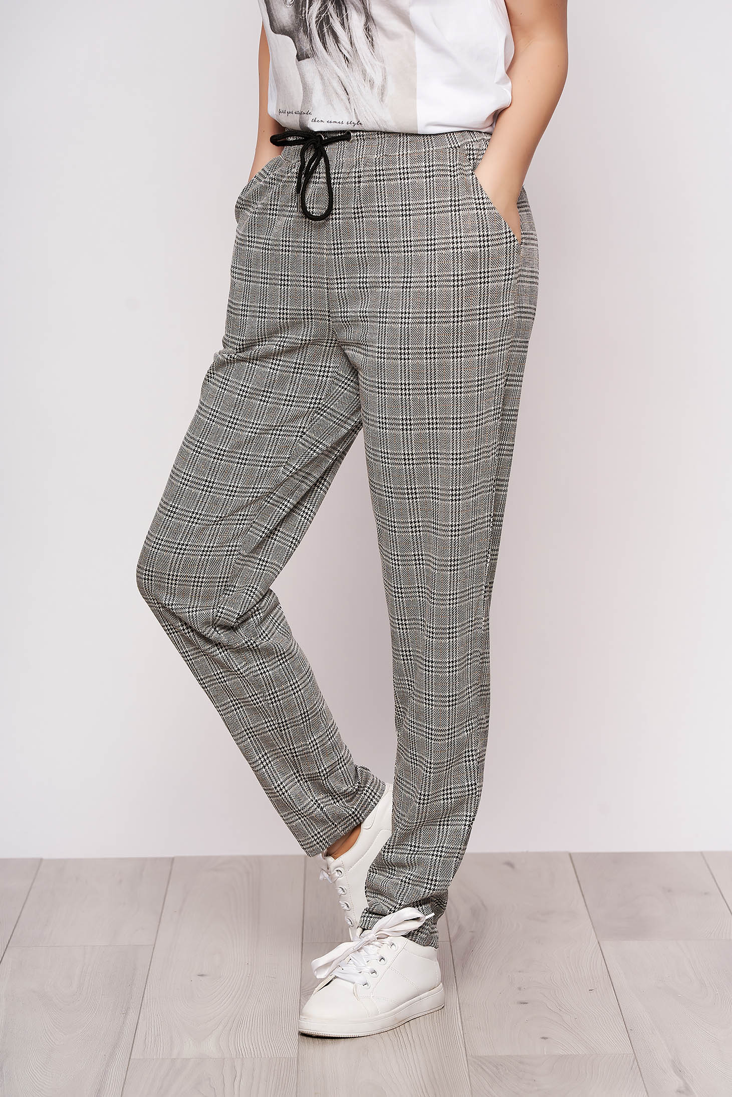 Pantaloni Top Secret casual gri cu print dogtooth cu un croi drept cu talie inalta cu buzunare