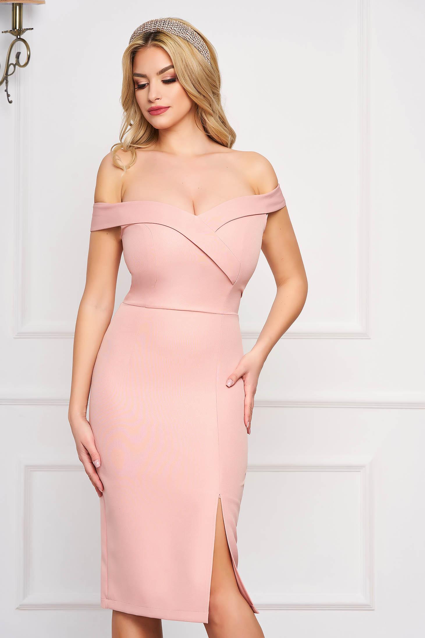 Púder rózsaszínű StarShinerS midi lábon sliccelt alkalmi váll nélküli ceruza ruha
