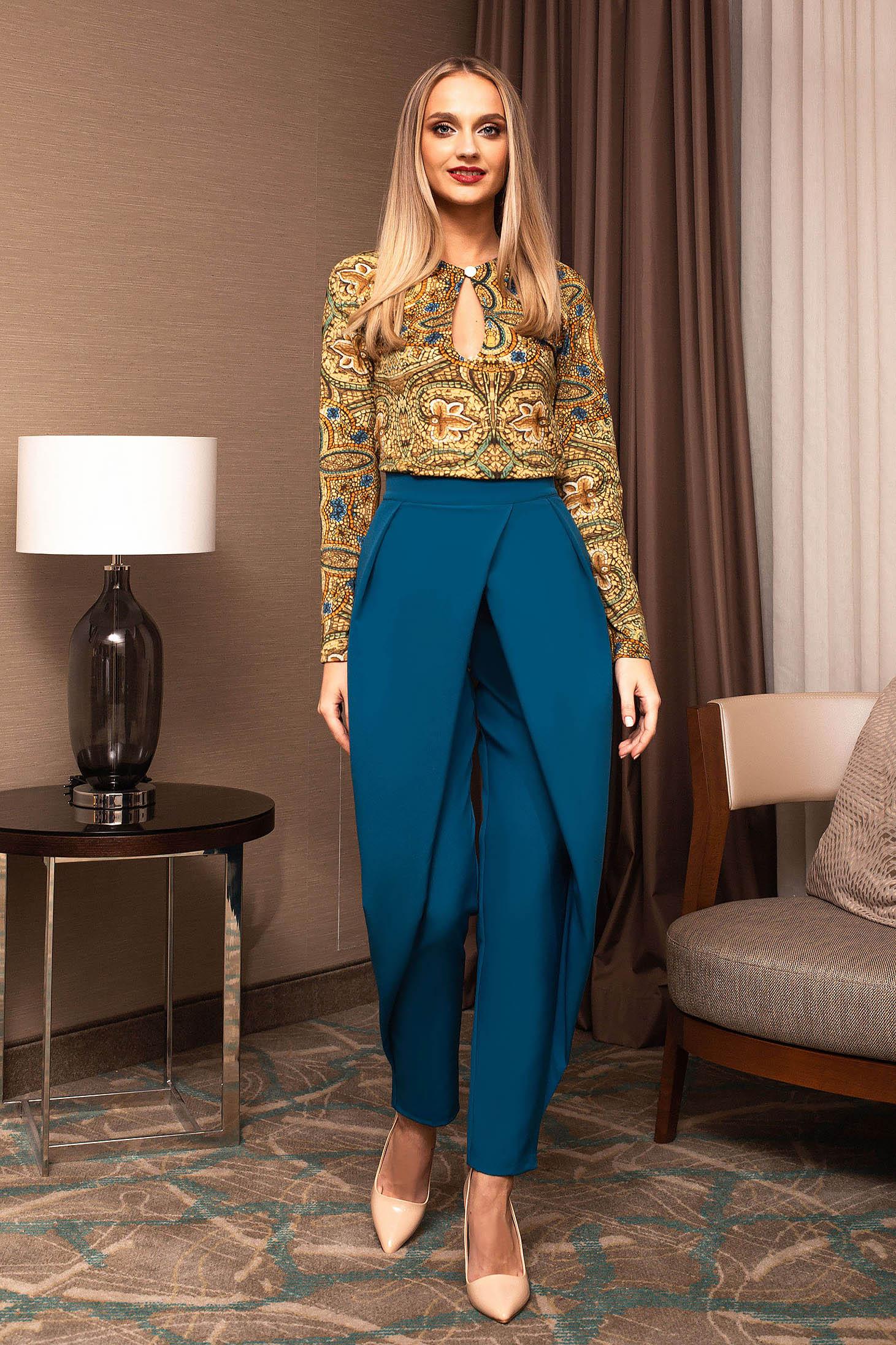 Pantaloni PrettyGirl turcoaz office cu un croi drept si cu talie inalta cu pliuri de material care se inchide cu fermoar si nasture