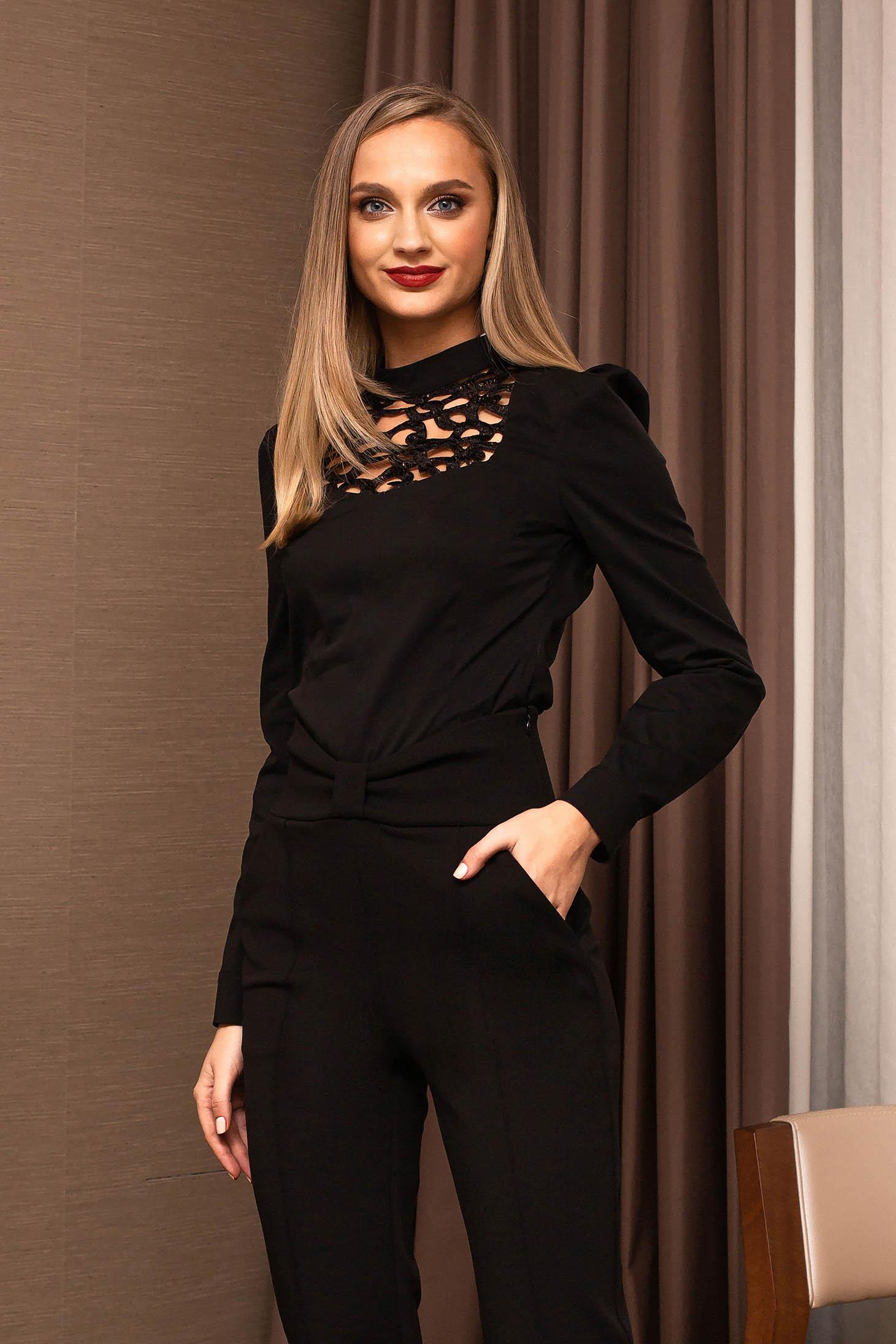 Camasa dama PrettyGirl neagra office decupata in fata cu maneci lungi care se inchide la spate cu un nasture
