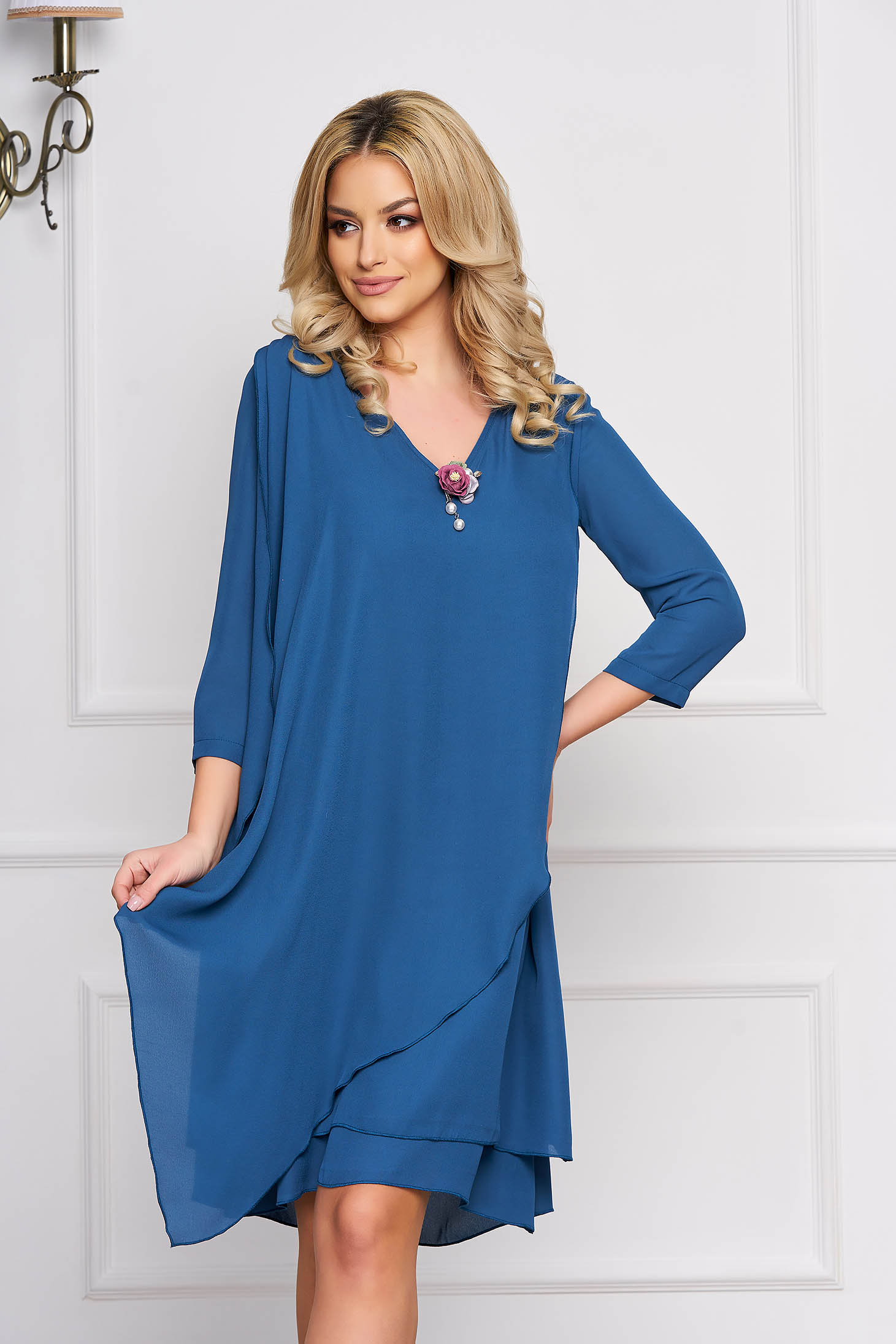 Dress StarShinerS turquoise elegant midi flared accessorized with breastpin