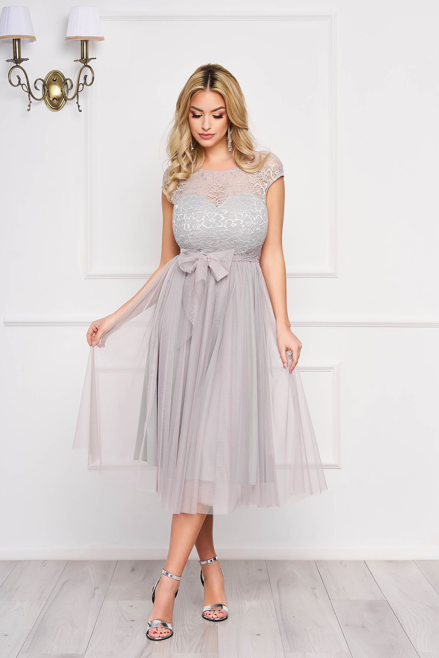 Dress StarShinerS grey midi occasional cloche laced accessorized with tied waistband