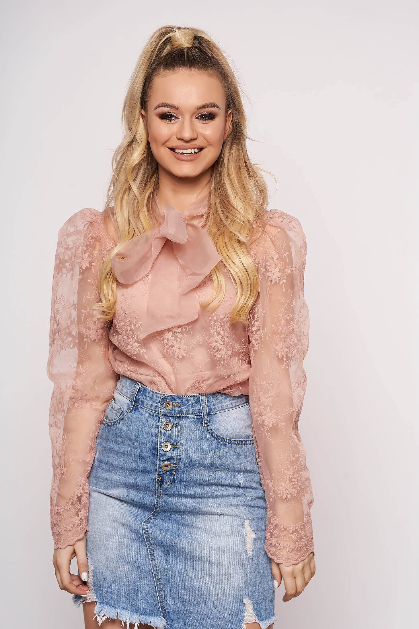 Púder rózsaszínű party rövid női blúz tüllből csipkéből hosszú ujjakkal