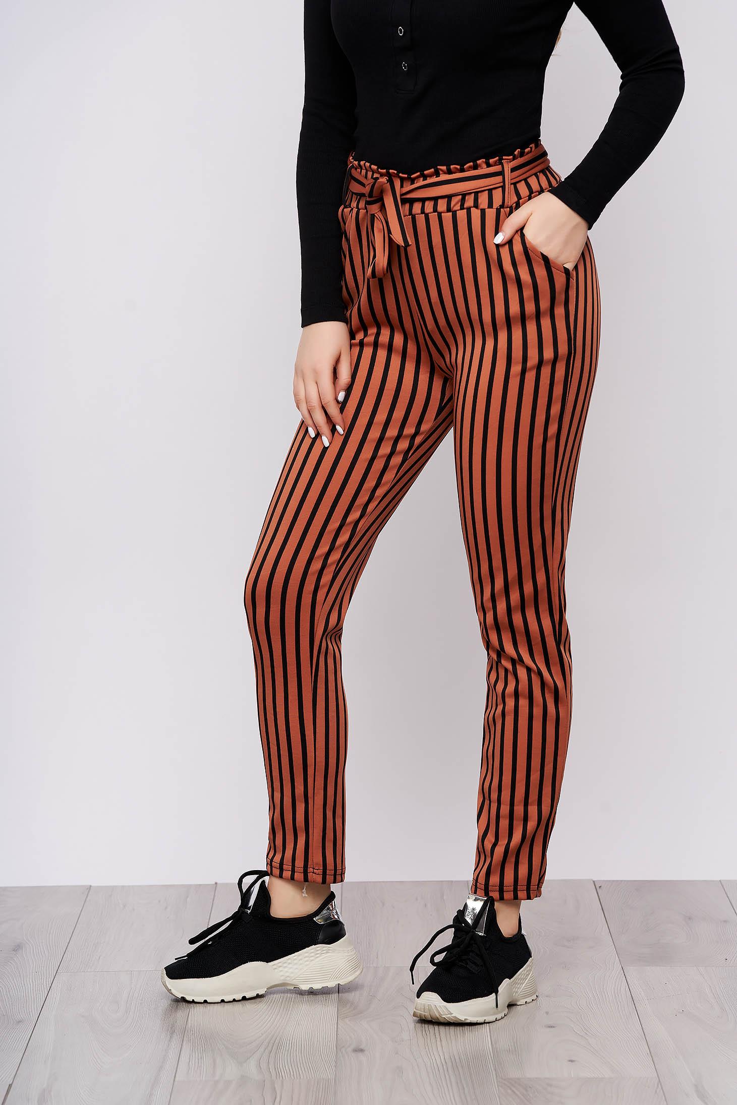 Pantaloni SunShine caramizii casual din material subtire cu buzunare cu cordon detasabil si imprimeu cu dungi
