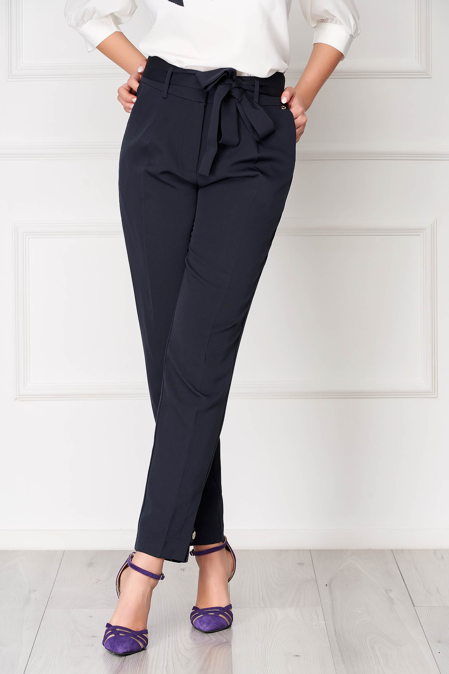 Darkblue high waisted conical office trousers with bow accessory and pockets