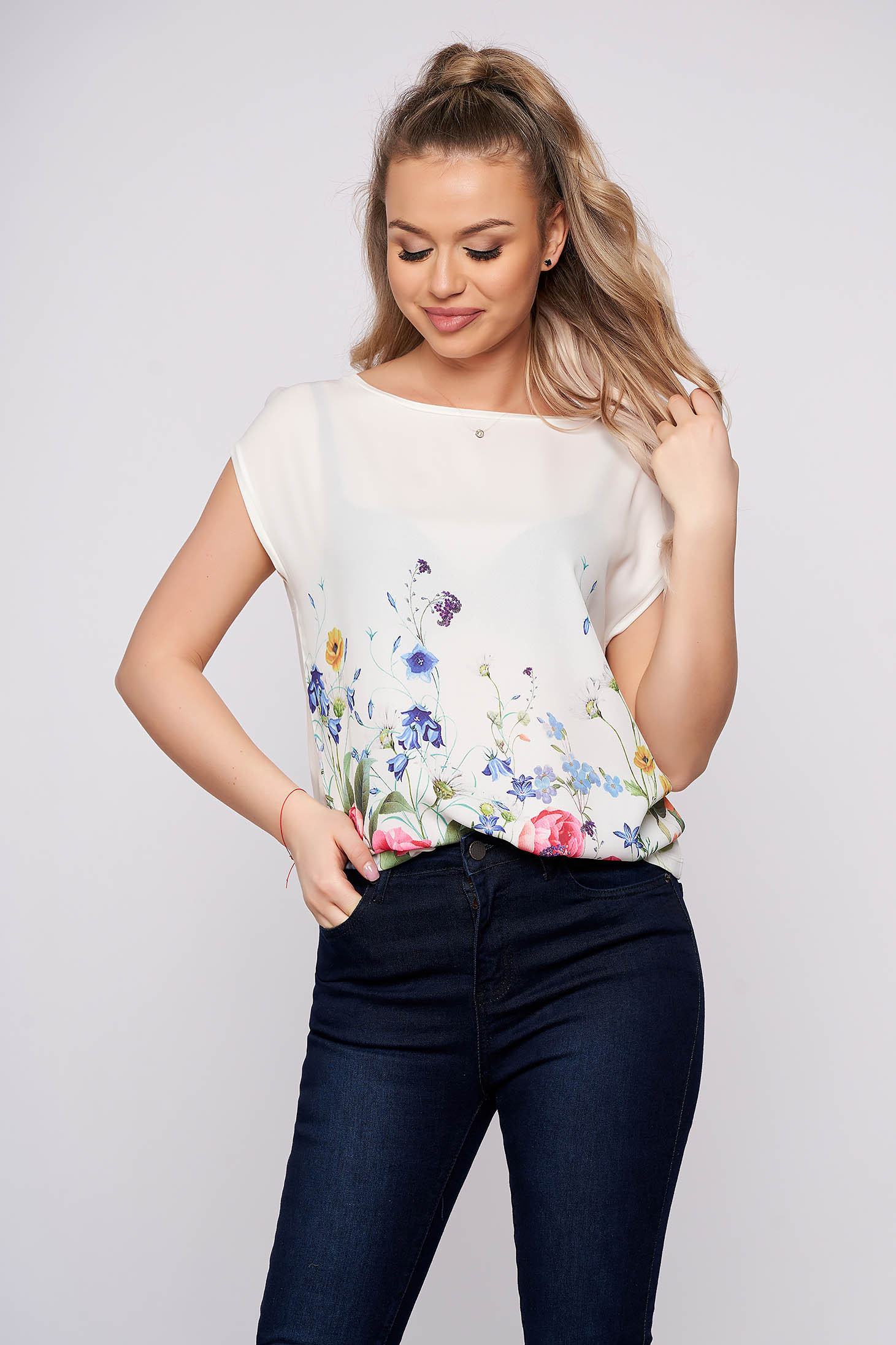 White casual flared long t-shirt with floral prints short sleeves