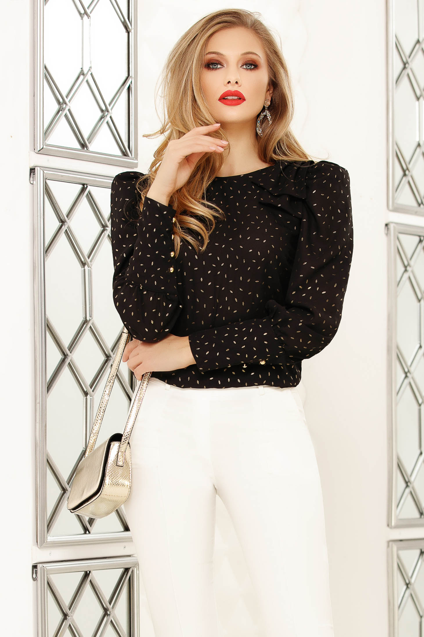 Bluza dama Fofy neagra eleganta cu croi larg cu aplicatii metalice si fundita