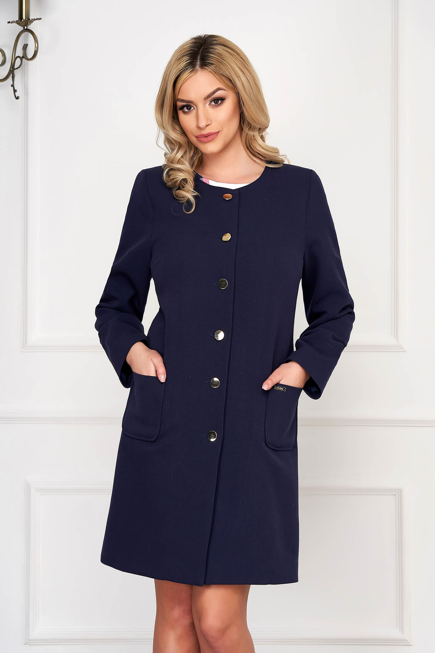 Darkblue trenchcoat elegant cloth straight with pockets