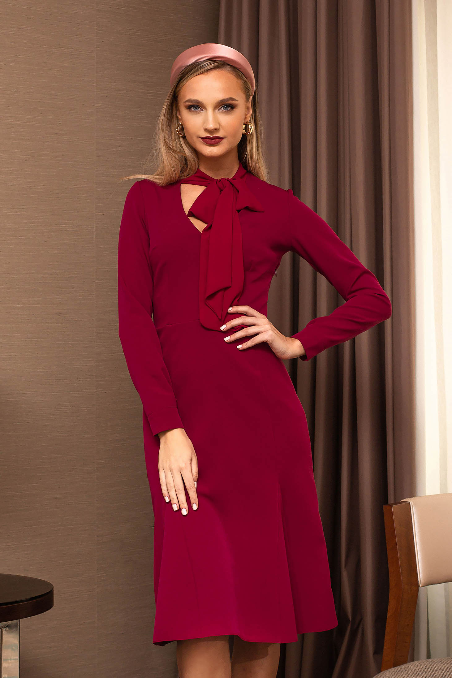 Fuchsia dress accessorized with tied waistband cloche midi with v-neckline cloth elegant