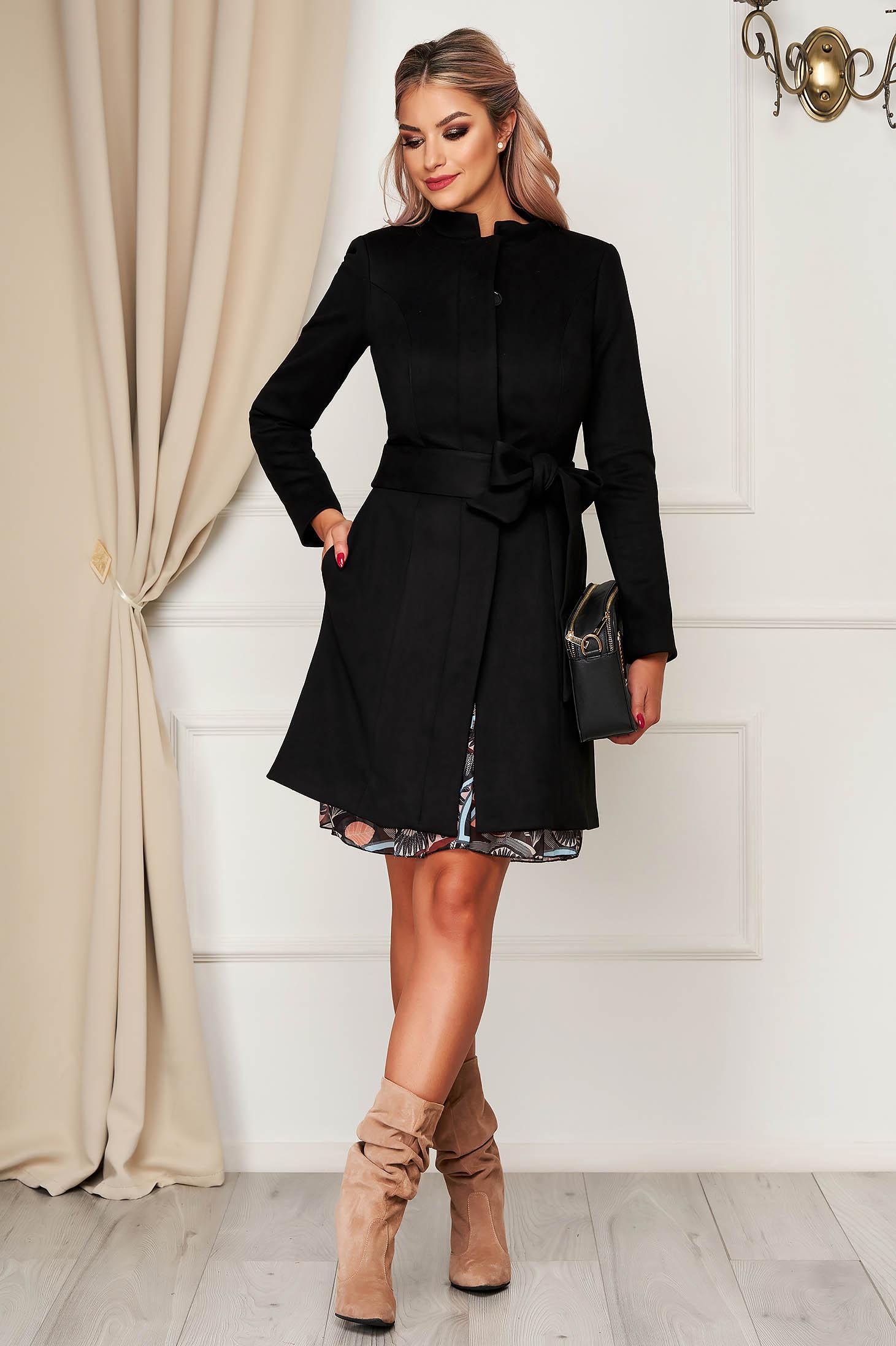 Fekete elegáns zsebes egyenes kabát velúrból