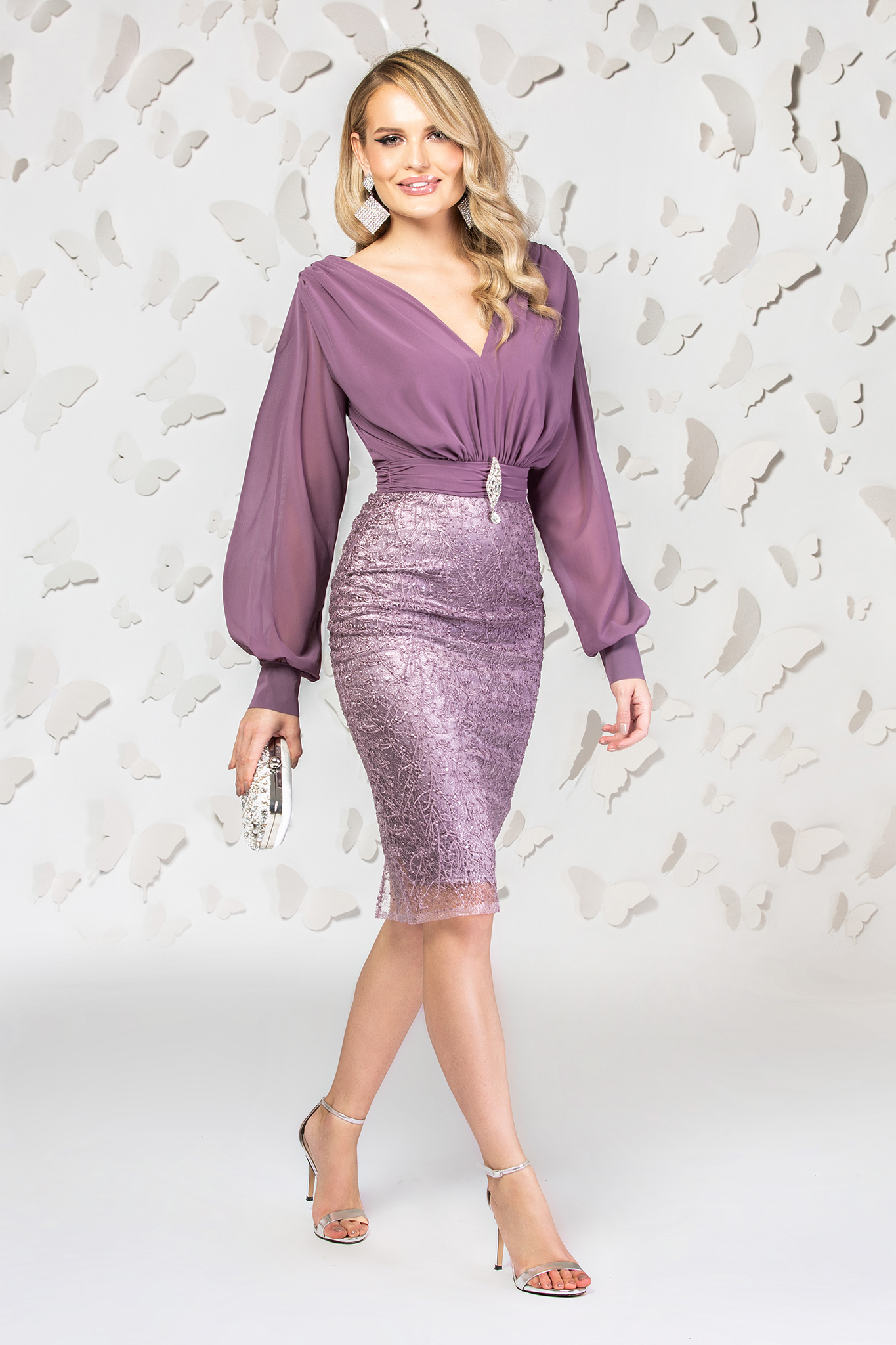 Dress purple short cut occasional from veil fabric laced with v-neckline