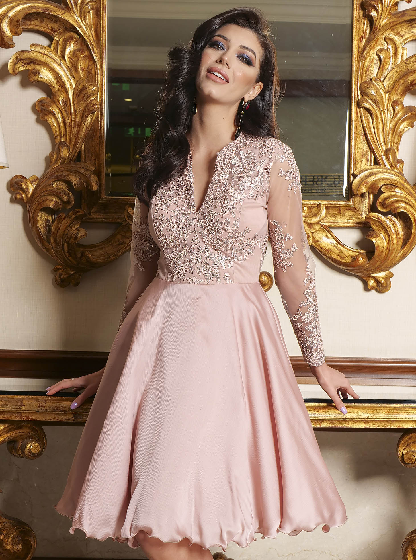 Lightpink dress lace and sequins details with v-neckline occasional cloche short cut
