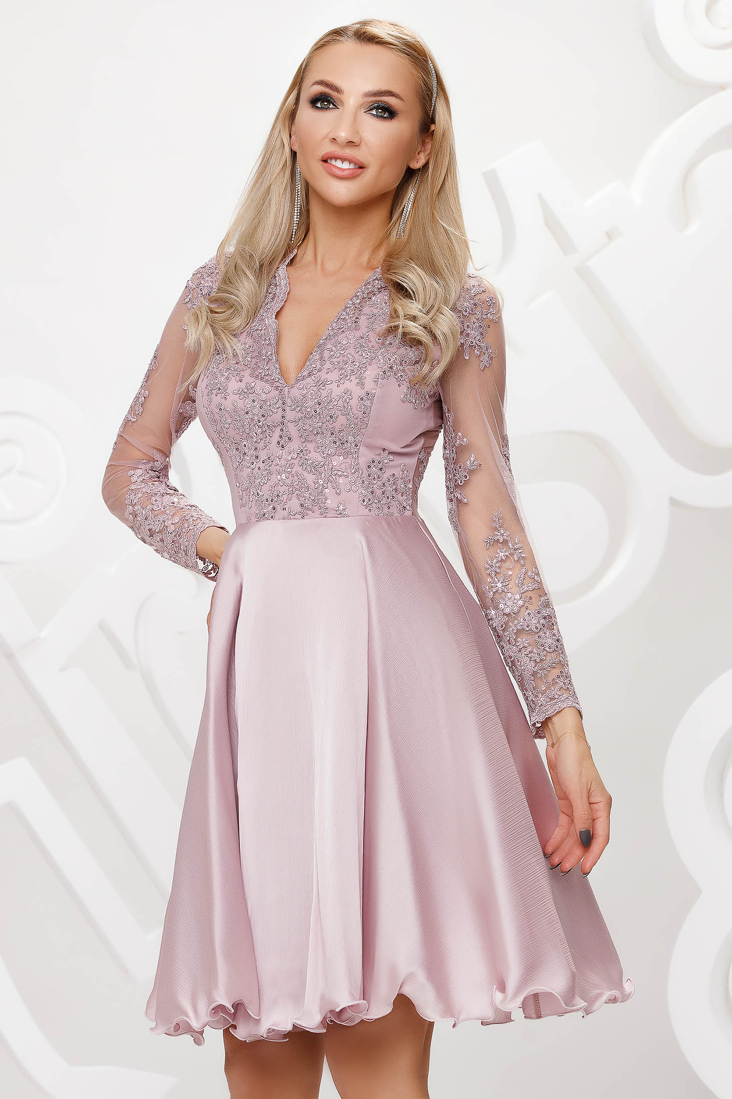 Lila dress lace and sequins details with v-neckline occasional cloche short cut
