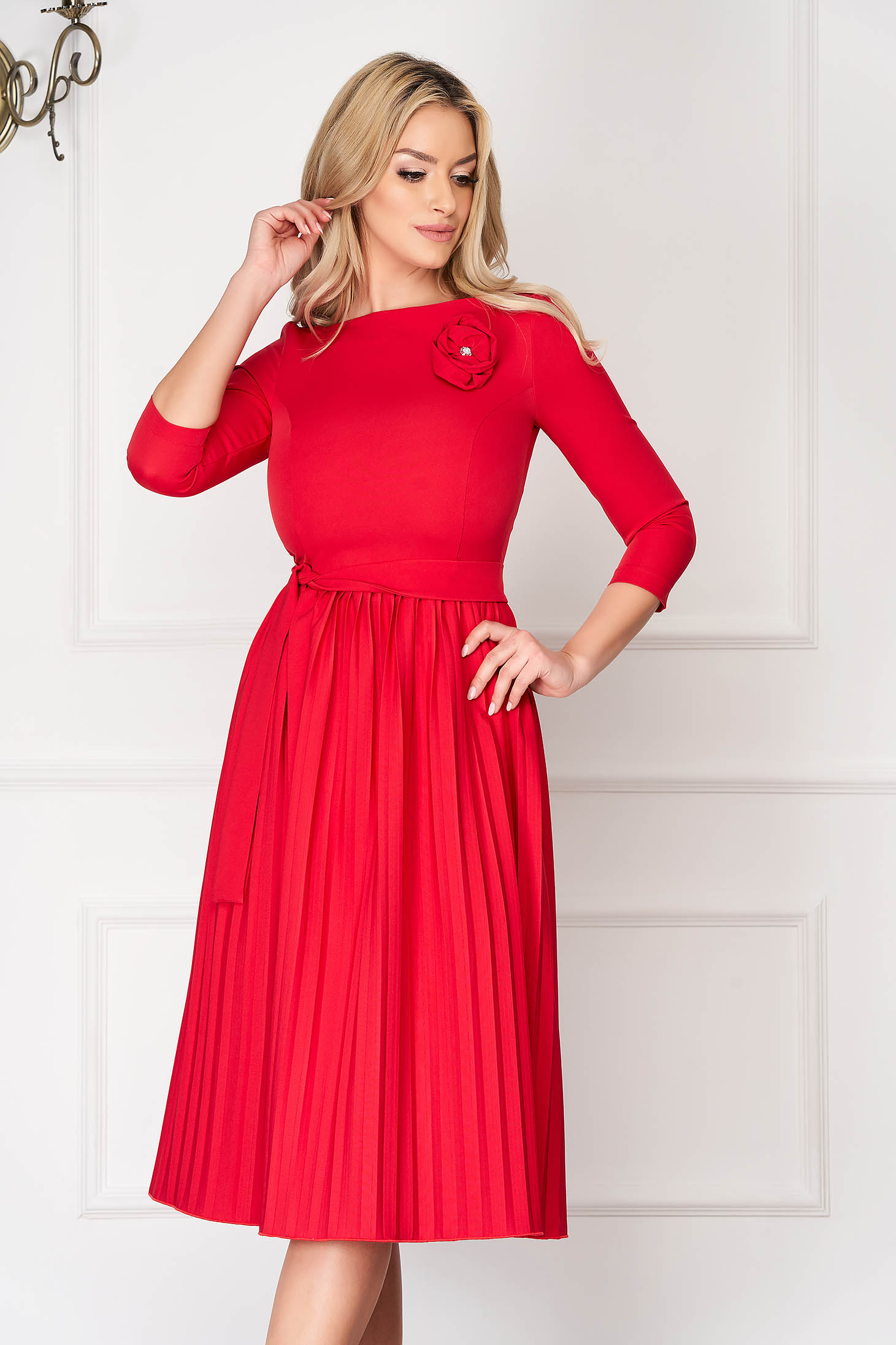 Dress StarShinerS red elegant midi cloche cloth folded up accessorized with tied waistband