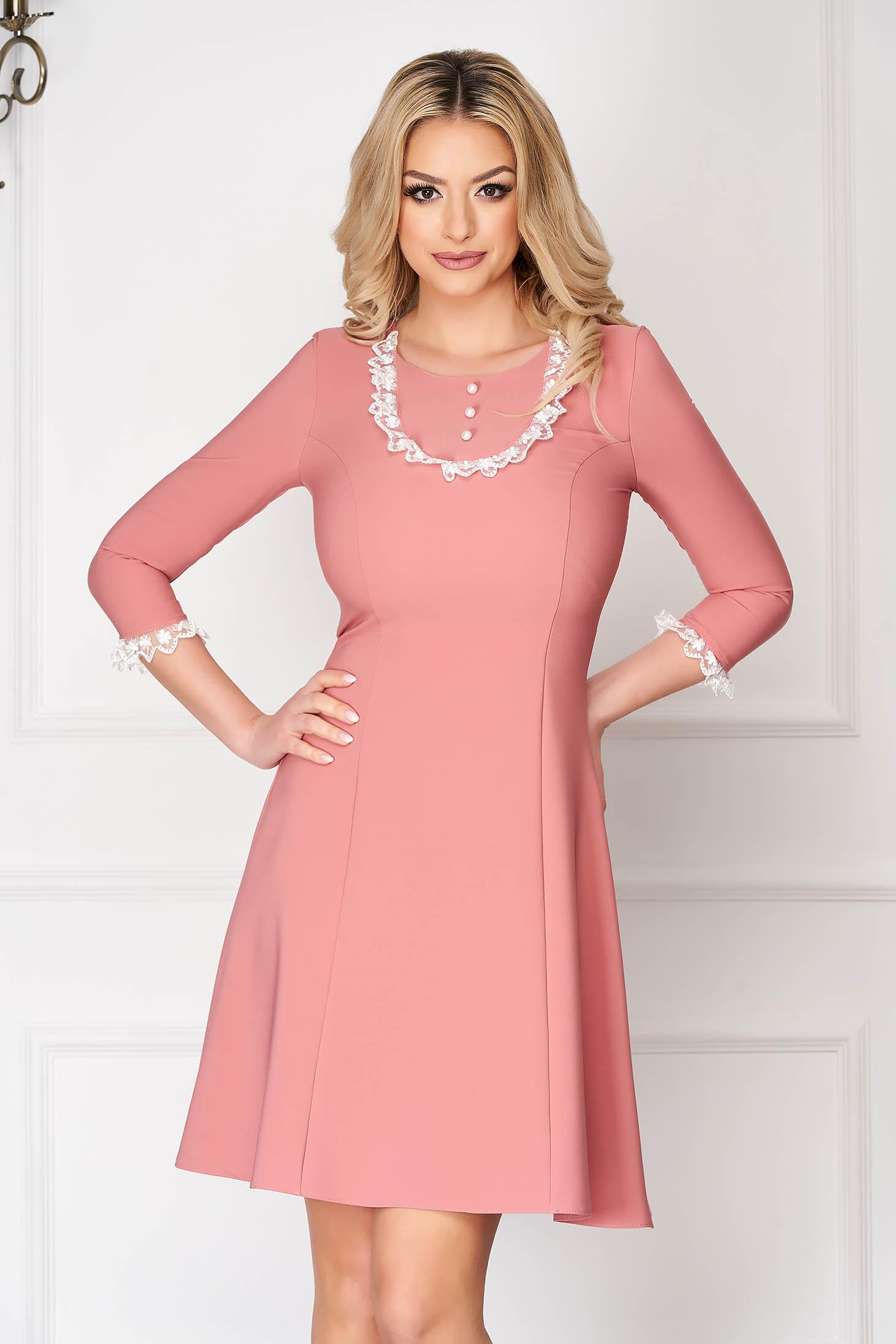 StarShinerS púder rózsaszínű elegáns rövid harang ruha szövetből csipke díszítéssel