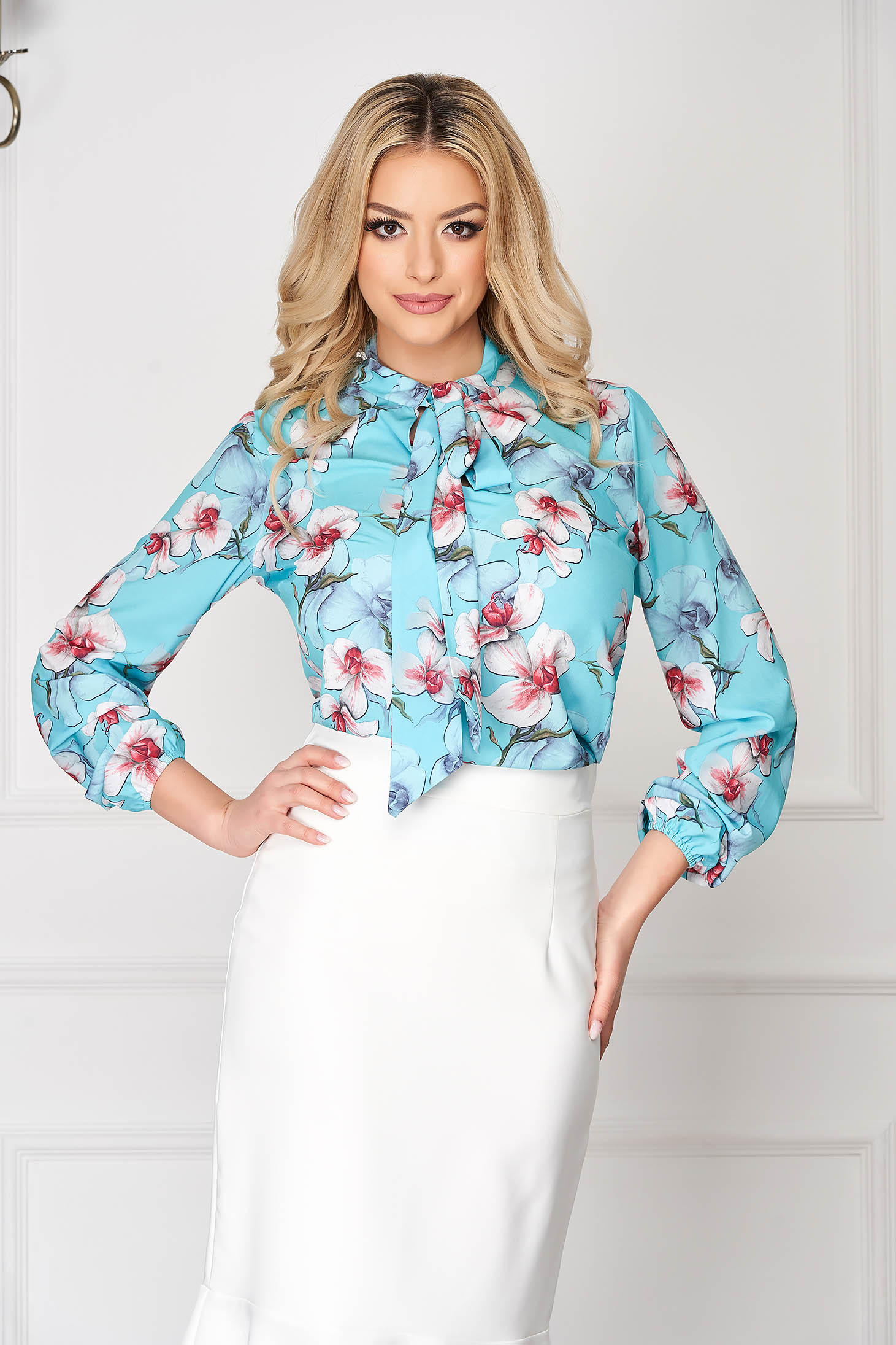 Women`s blouse StarShinerS lightblue elegant short cut from veil fabric with floral print